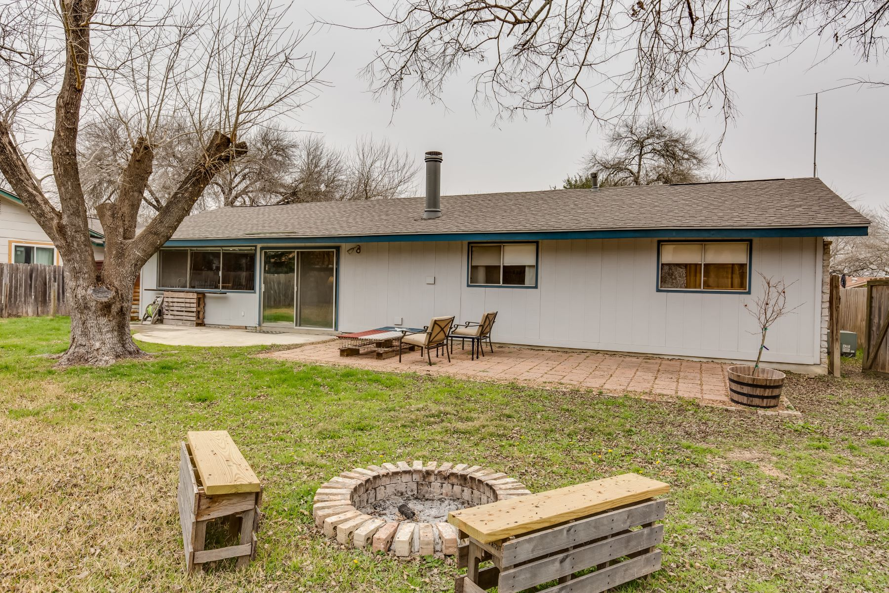 Additional photo for property listing at Single Story, Cul-De-Sac Home 8107 Cedar Forest San Antonio, Texas 78239 United States