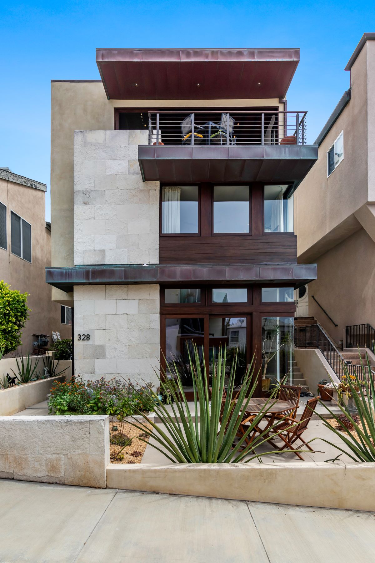 Single Family Homes for Sale at 328 19th Street, Manhattan Beach, CA 90266 328 19th Street Manhattan Beach, California 90266 United States
