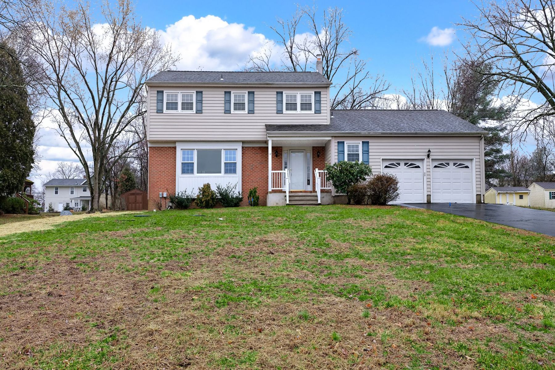 Single Family Homes للـ Sale في Make This Your Home! 19 State Park Drive, Titusville, New Jersey 08560 United States