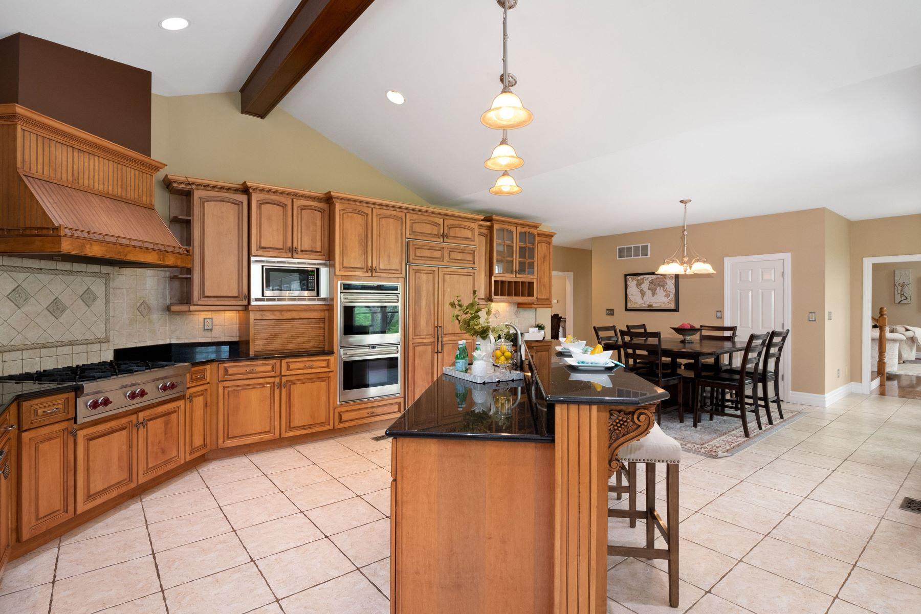 Additional photo for property listing at Stunning Executive Custom Home on 1.25 Acres 9 Ladue Meadows Creve Coeur, Missouri 63141 United States