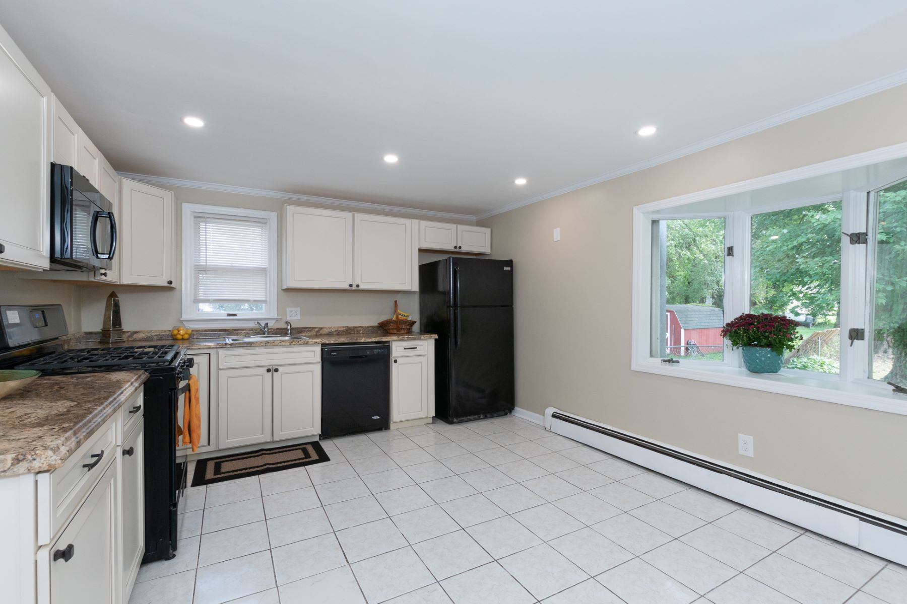 Additional photo for property listing at Modernized 4 Bedroom Is Ultra-Convenient 7 West Upper Ferry Road, Ewing, 뉴저지 08628 미국