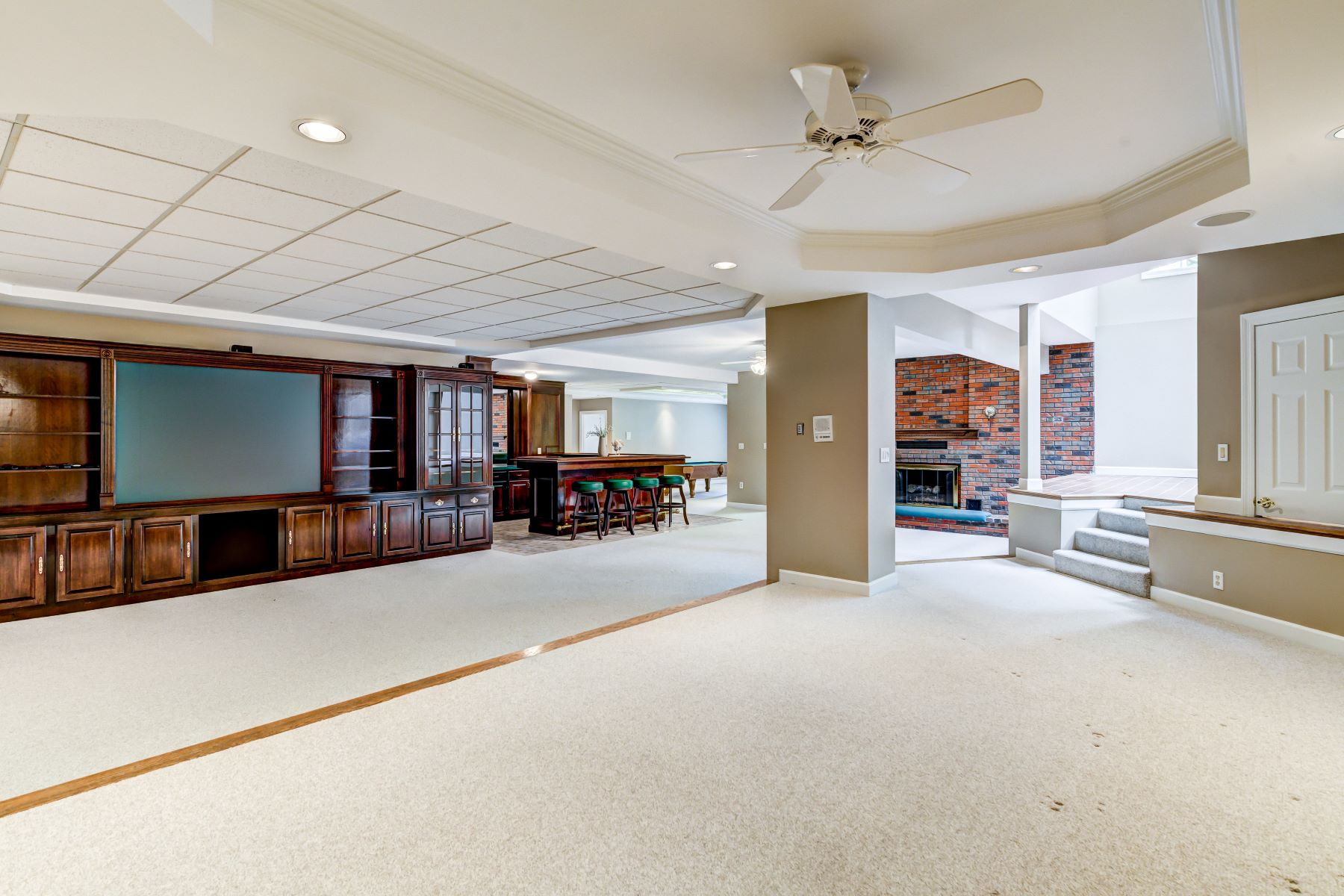 Additional photo for property listing at Spacious executive home in prestigious Meadowbrook Country Club 66 Meadowbrook Country Club Estates Ballwin, Missouri 63011 United States