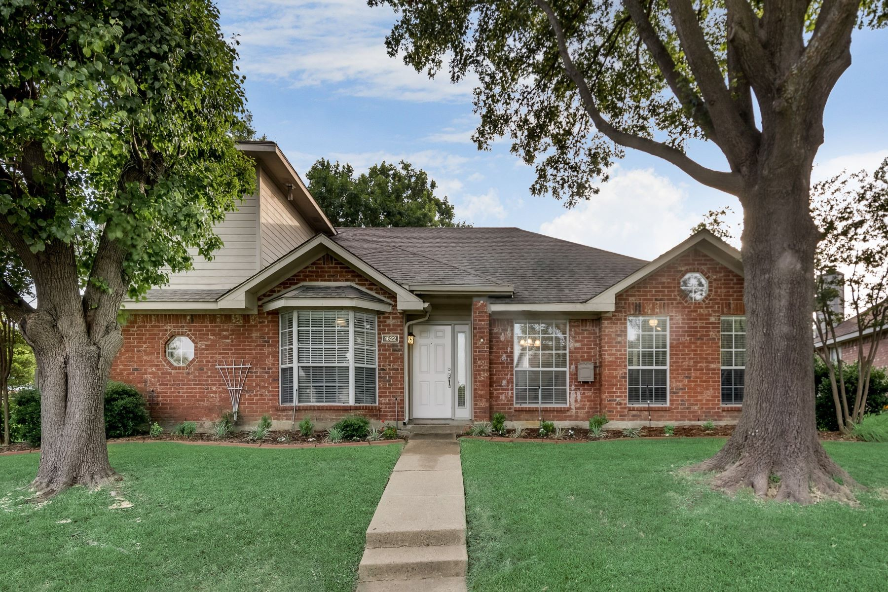Single Family Homes for Sale at 1622 Develon Drive, Mesquite, TX, 75149 1622 Develon Drive Mesquite, Texas 75149 United States
