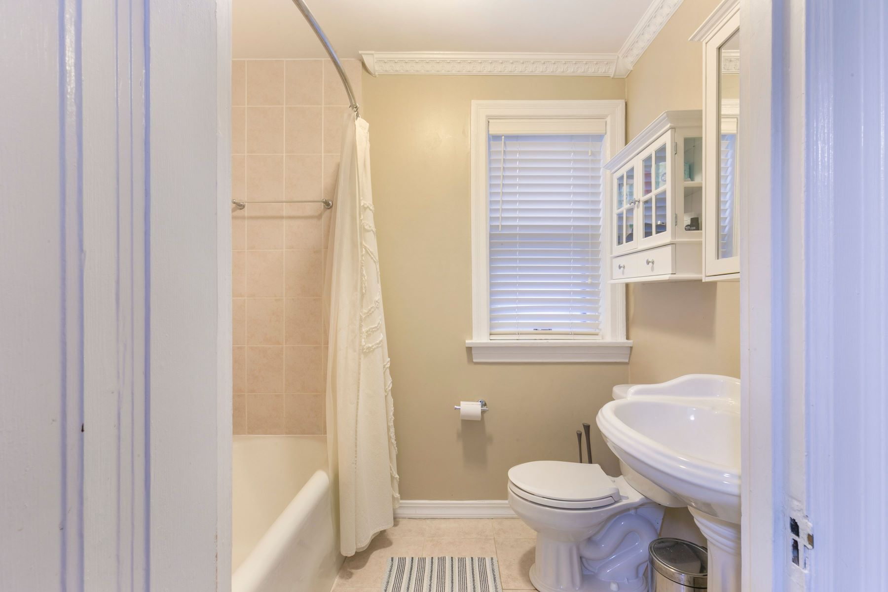 Additional photo for property listing at The Buckingham 7507 Buckingham Dr #1W Clayton, Missouri 63105 United States