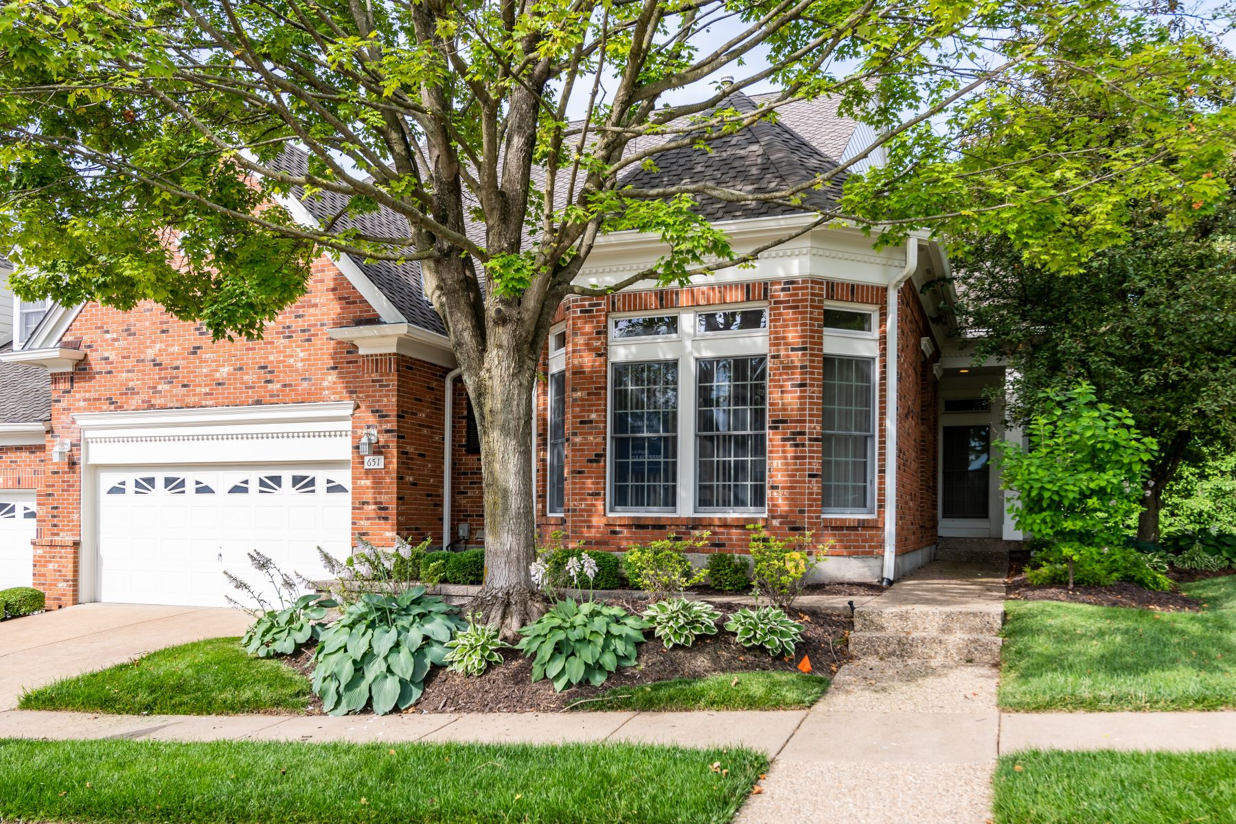 Single Family Homes for Sale at Spacious Chesterfield Villa 651 Spyglass Summit Drive Chesterfield, Missouri 63017 United States
