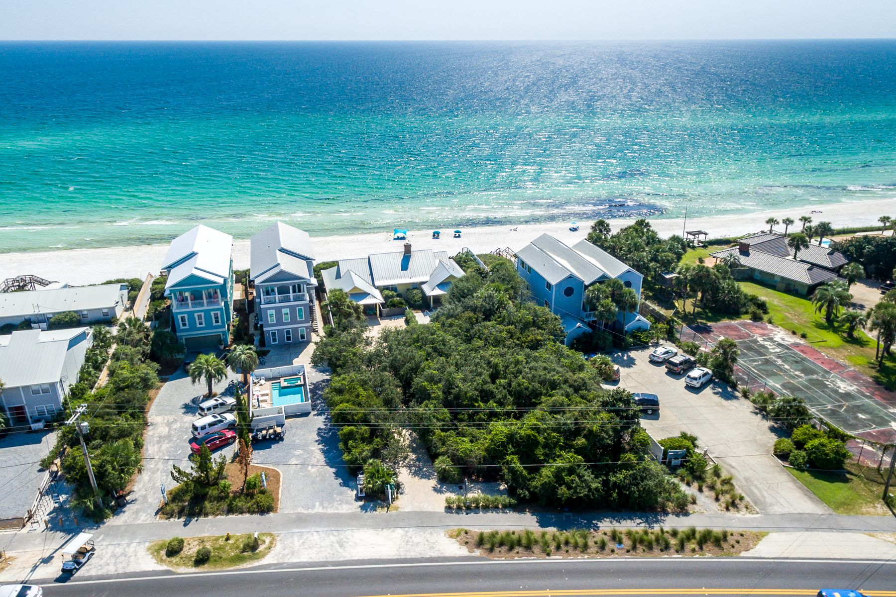 Terreno por un Venta en 30A Beach Front Property with No Homeowner Association 8016 East County Highway 30A, Seacrest, Florida 32461 Estados Unidos