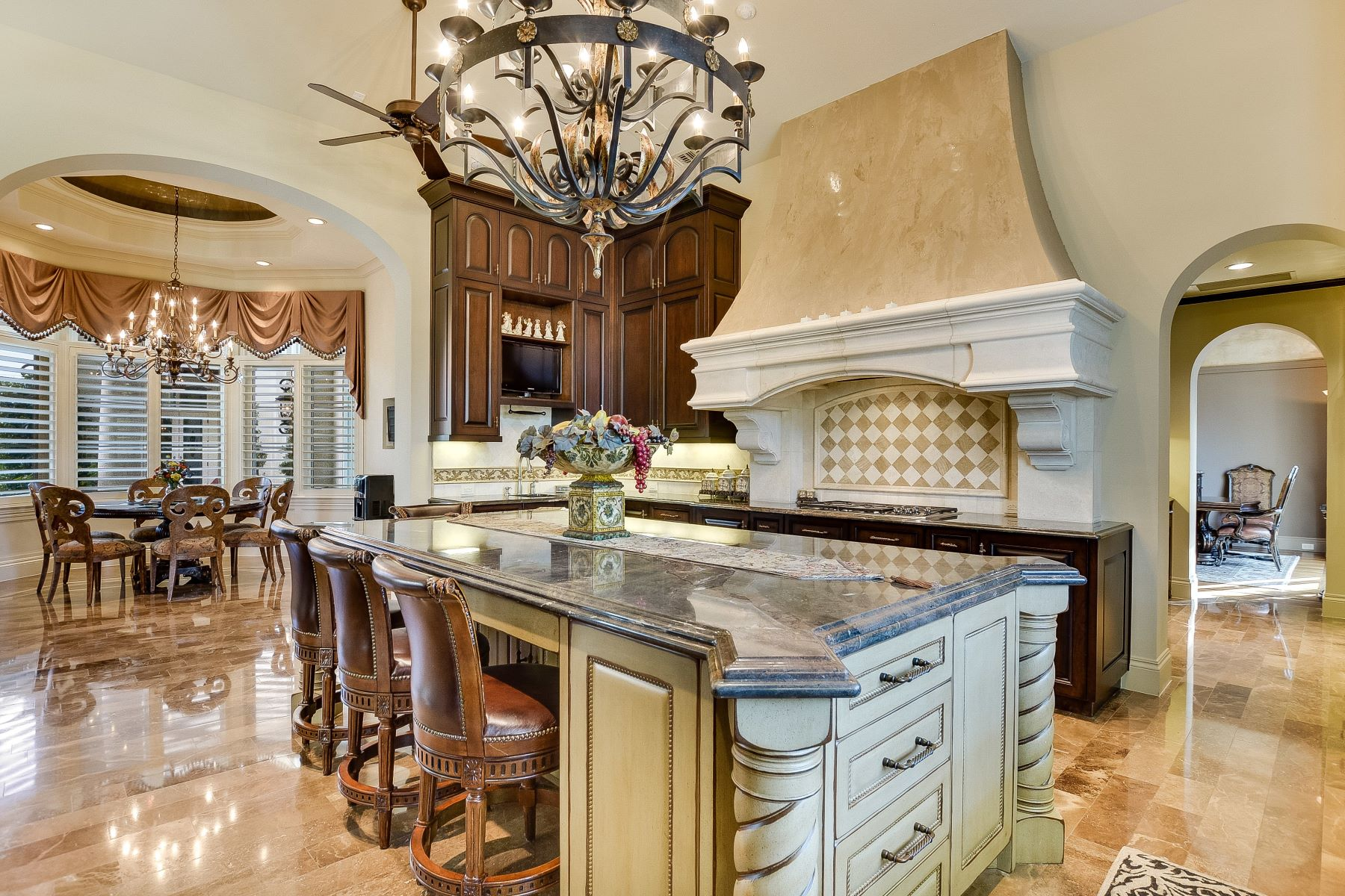 Additional photo for property listing at Exquisite Masterpiece in Huntington 238 Winding Lane Shavano Park, Texas 78231 United States