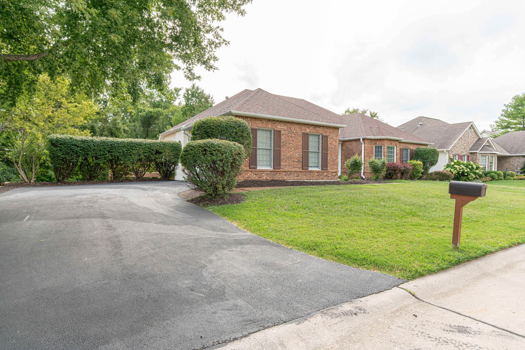 Additional photo for property listing at Bright and Open Ranch in Chesterfield 318 Cookshire Lane Chesterfield, Missouri 63017 United States