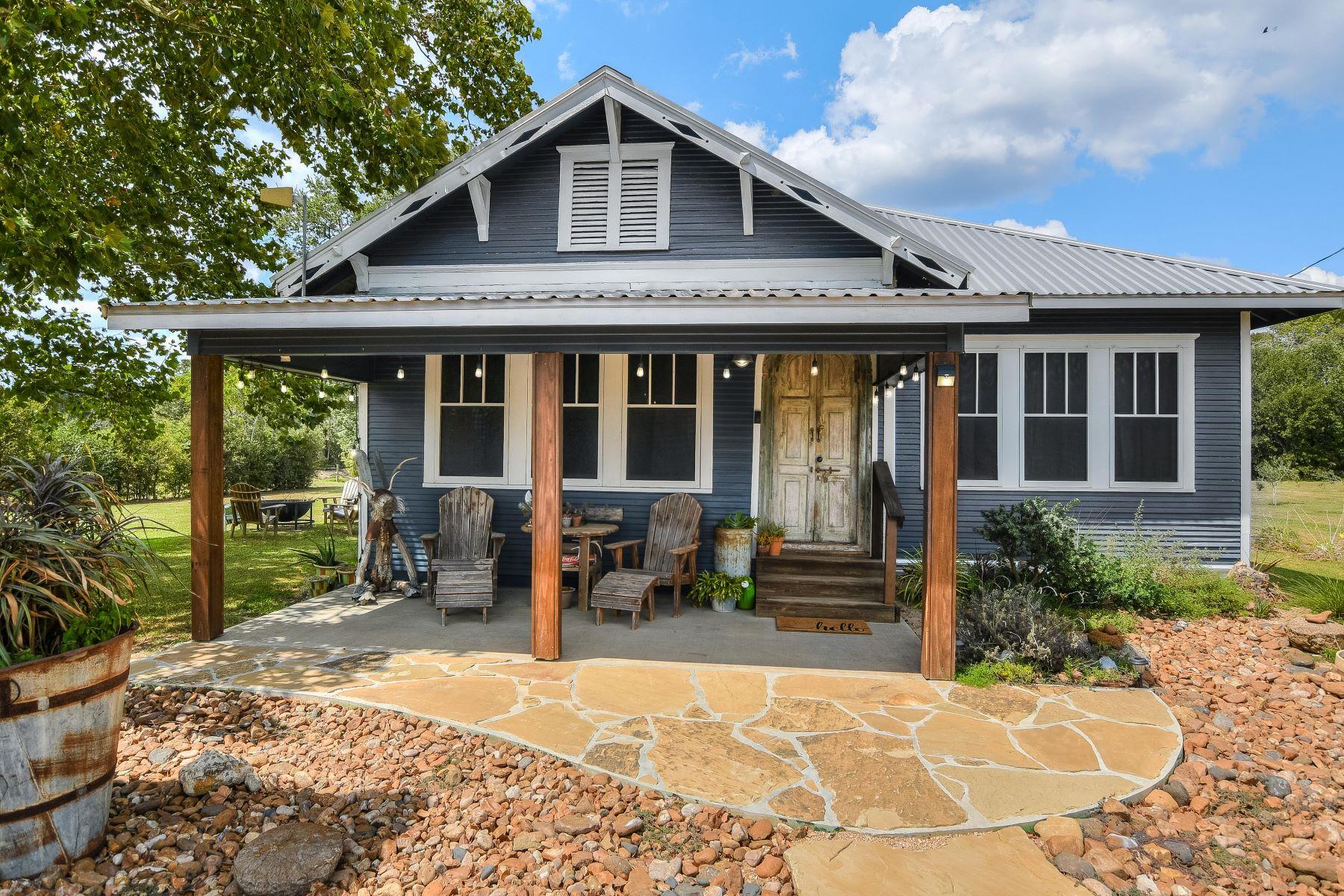 Single Family Homes 为 销售 在 634 South Nassau Road, Round Top, TX 78954 Round Top, 得克萨斯州 78954 美国