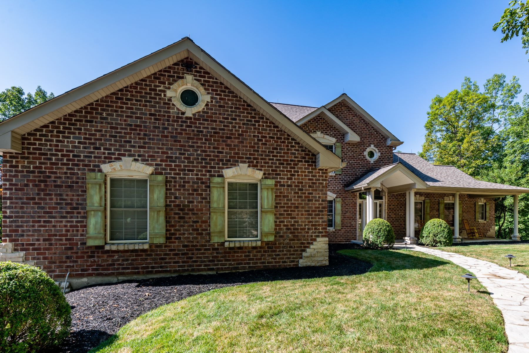 Single Family Homes للـ Sale في Stylish Ballwin Home With Privacy 756 Old Kiefer Creek Road, Ballwin, Missouri 63021 United States