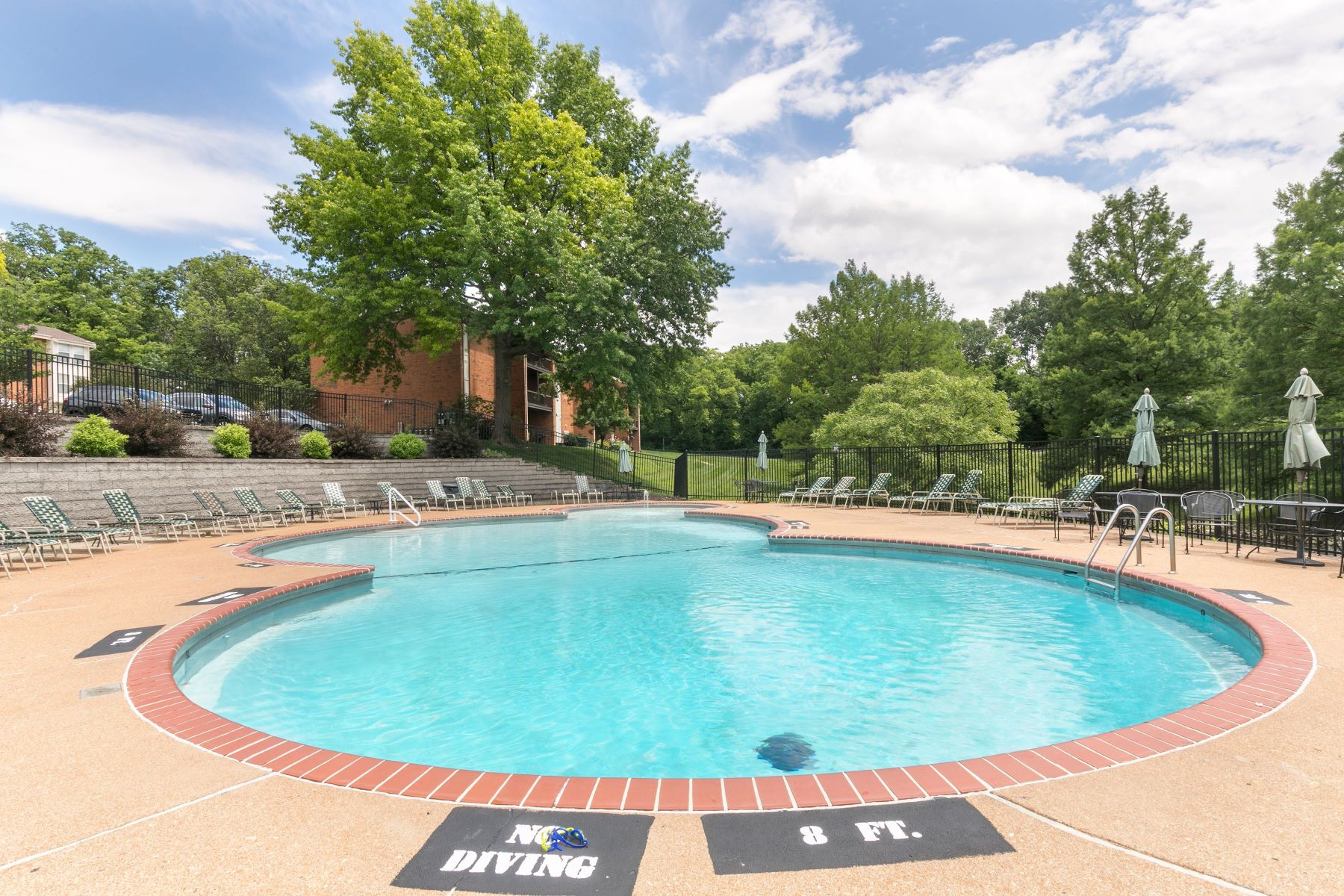 Additional photo for property listing at Perfect Condo in Kirkwood 1943 Greenpoint Drive #102 Kirkwood, Missouri 63122 United States