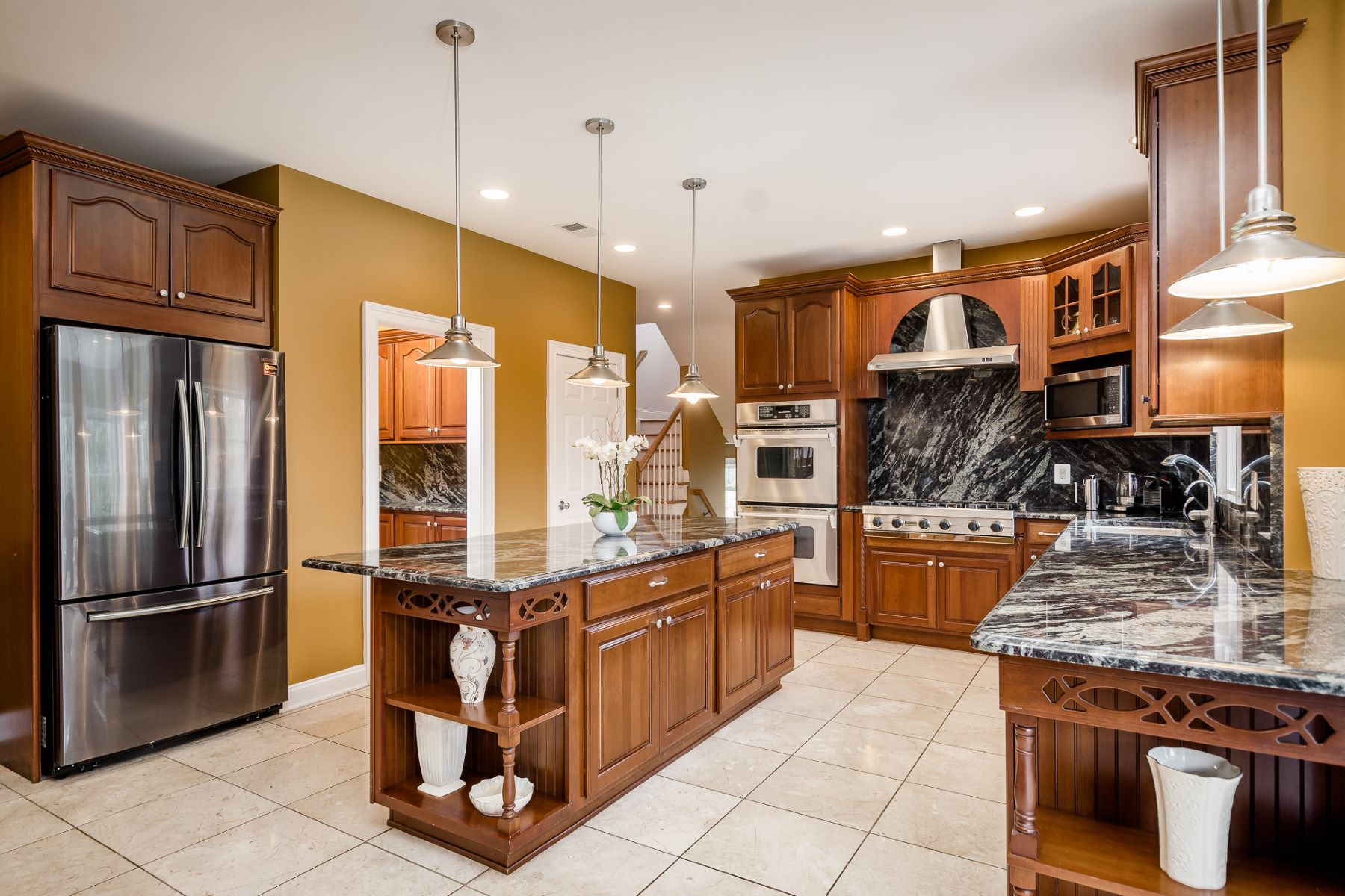 Additional photo for property listing at European Style Elegance in Hopewell 21 Todd Ridge Road, Titusville, New Jersey 08560 United States