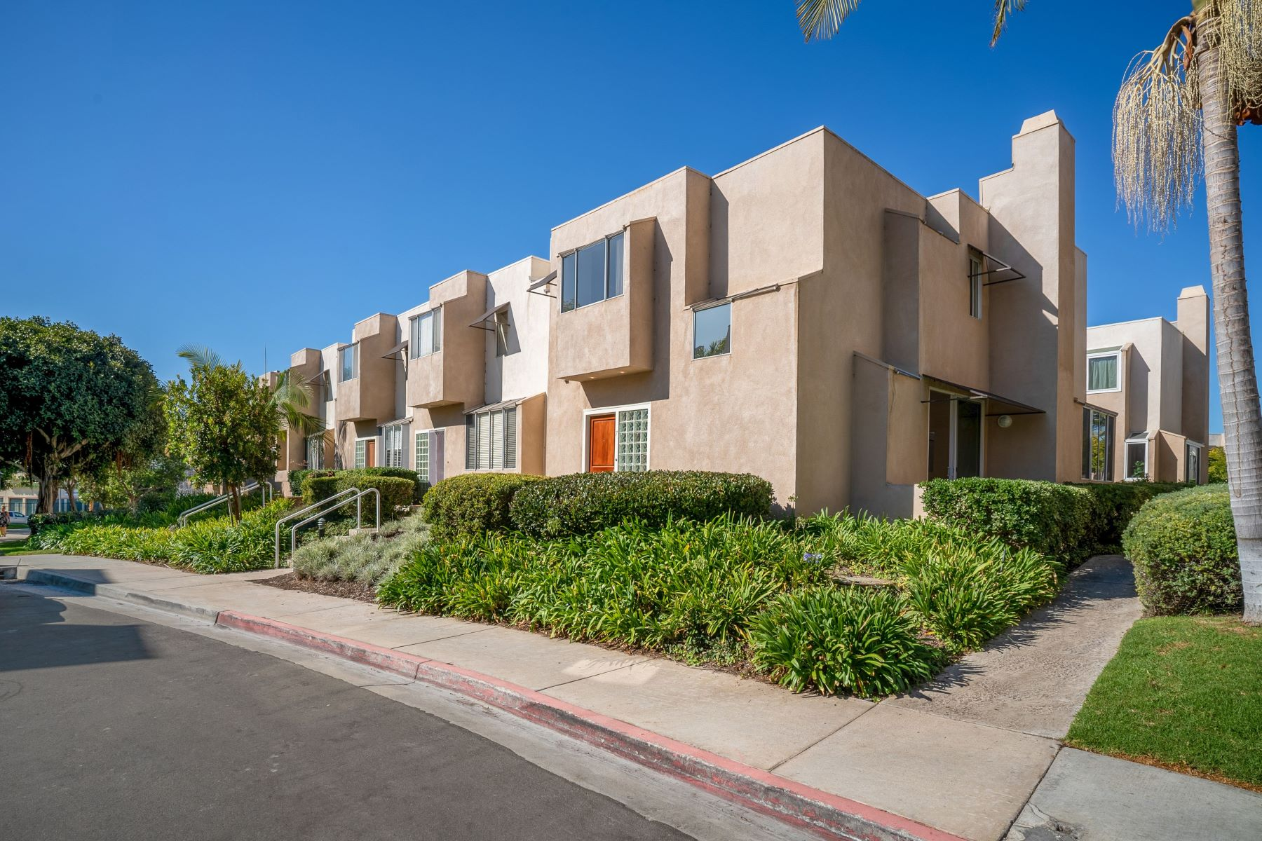 Condominiums for Sale at 501 Herondo Street #7, Hermosa Beach, CA 90254 501 Herondo Street #7 Hermosa Beach, California 90254 United States