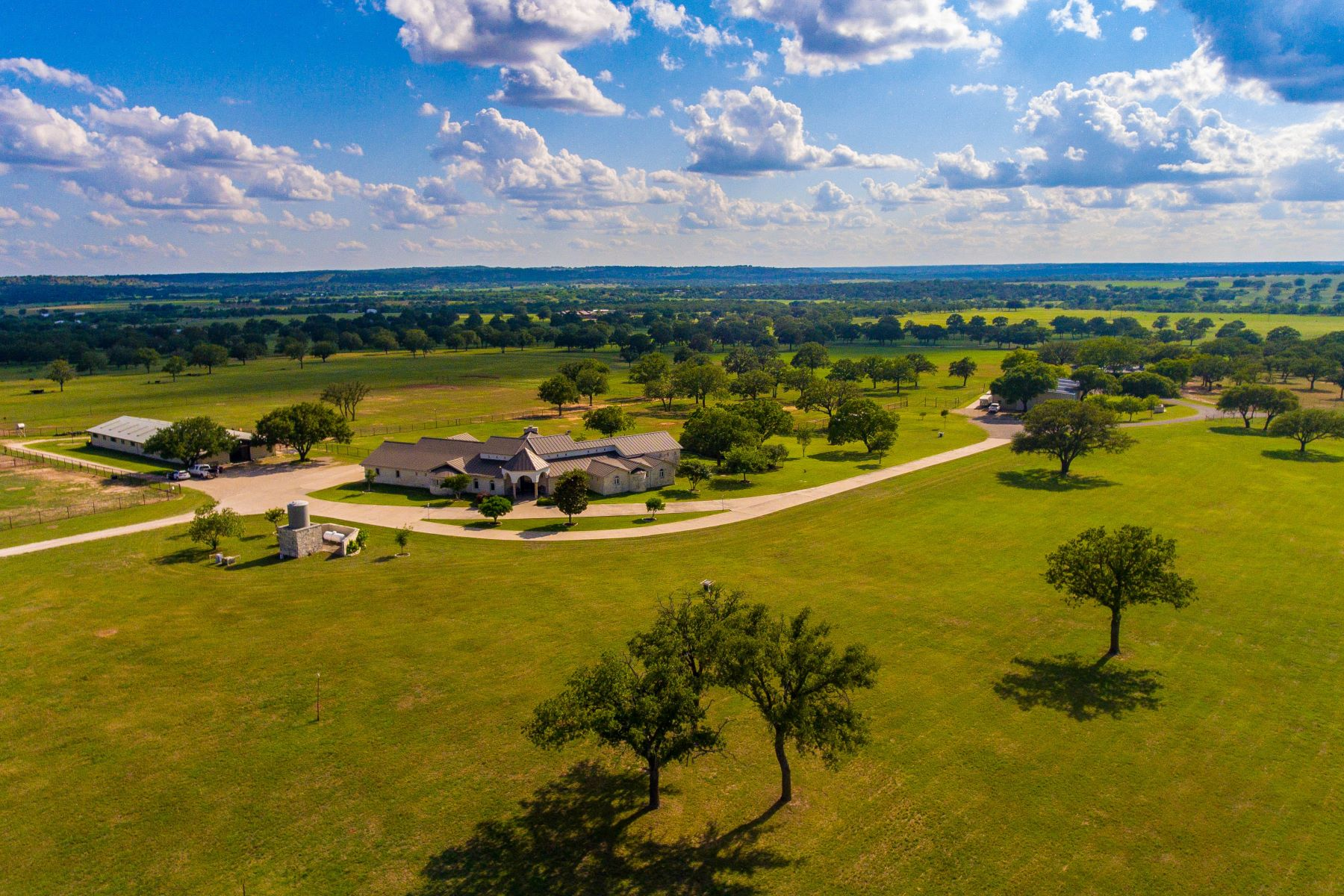 Ferme / Ranch / Plantation pour l Vente à Grand Estate in Fredericksburg, Texas 7535 FM 2093, Fredericksburg, Texas 78624 États-Unis