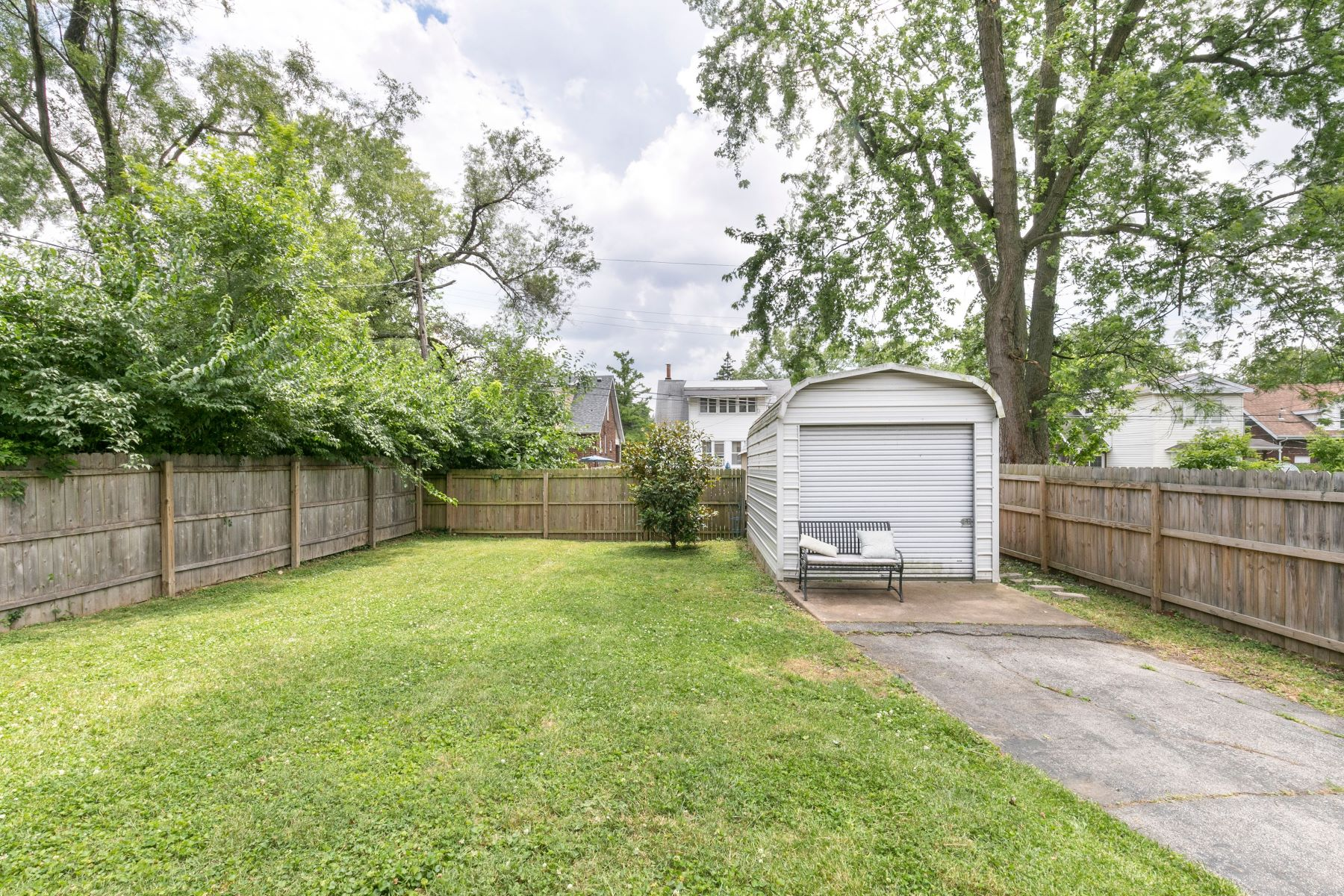 Additional photo for property listing at Cosmopolitan Vibe With Old-School Charm 7538 Lovella Avenue Richmond Heights, Missouri 63117 United States