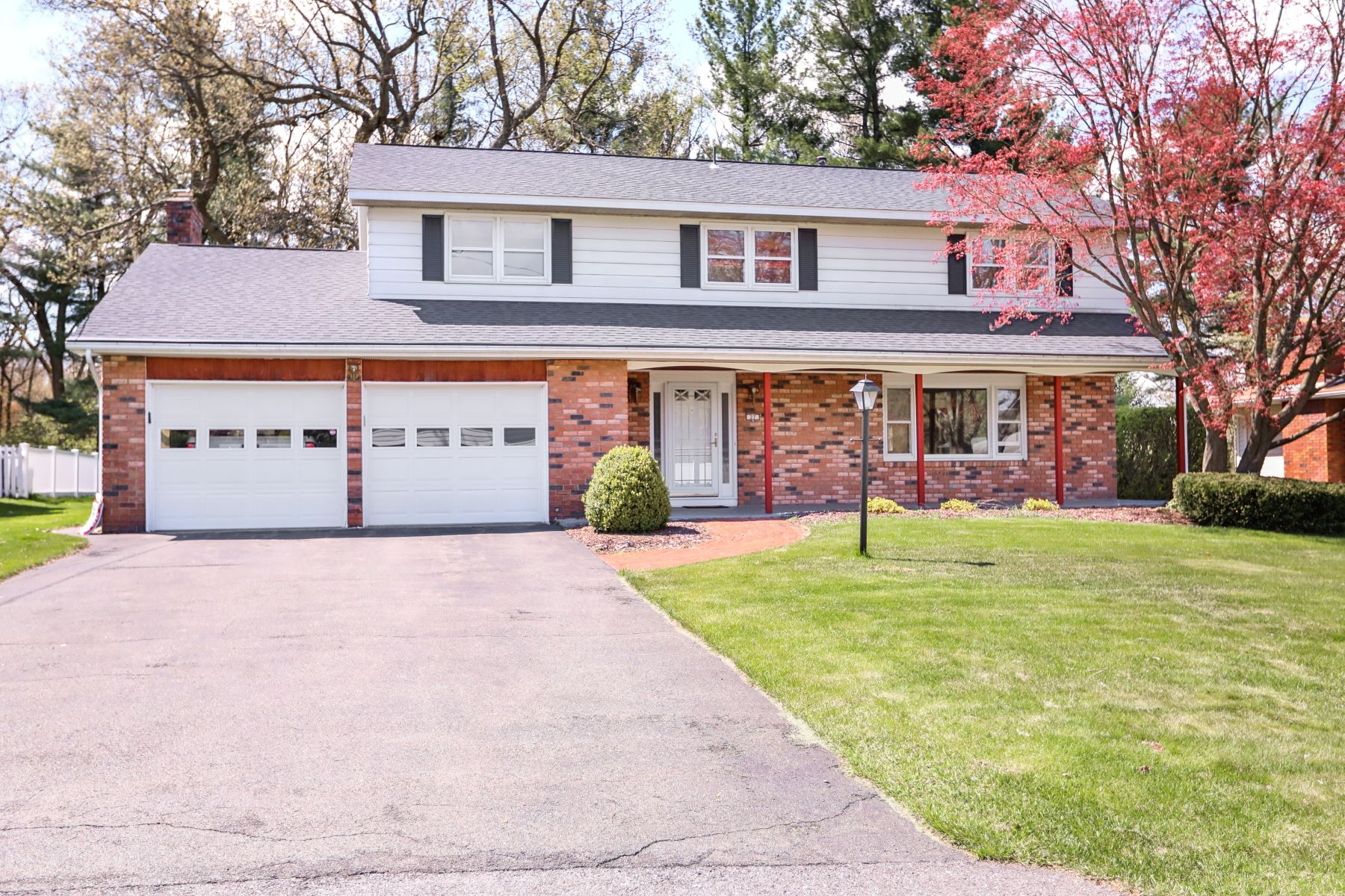 Single Family Homes for Active at 27 Tower Heights, Albany, NY 12211 27 Tower Heights Albany, New York 12211 United States