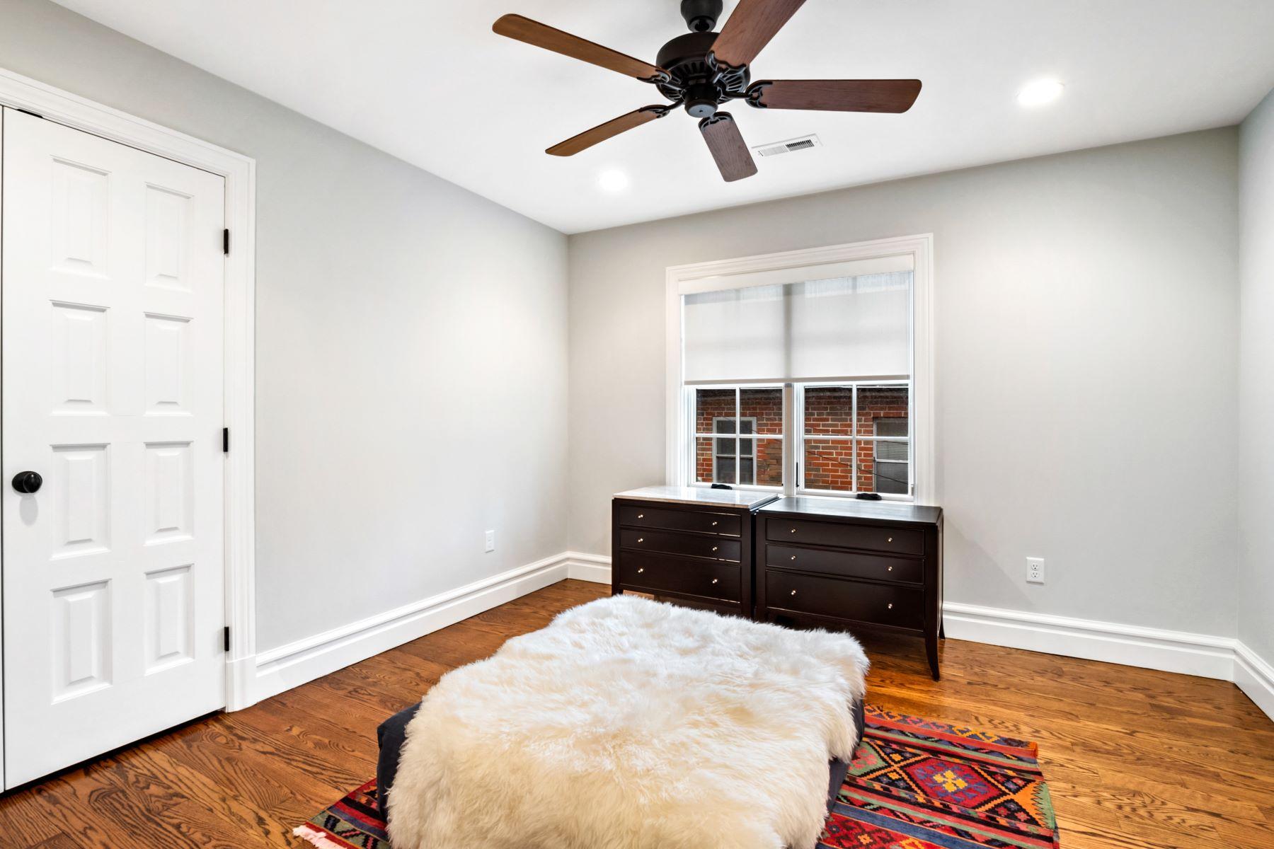 Additional photo for property listing at 7430 Delmar Blvd 7430 Delmar Boulevard University City, Missouri 63130 United States
