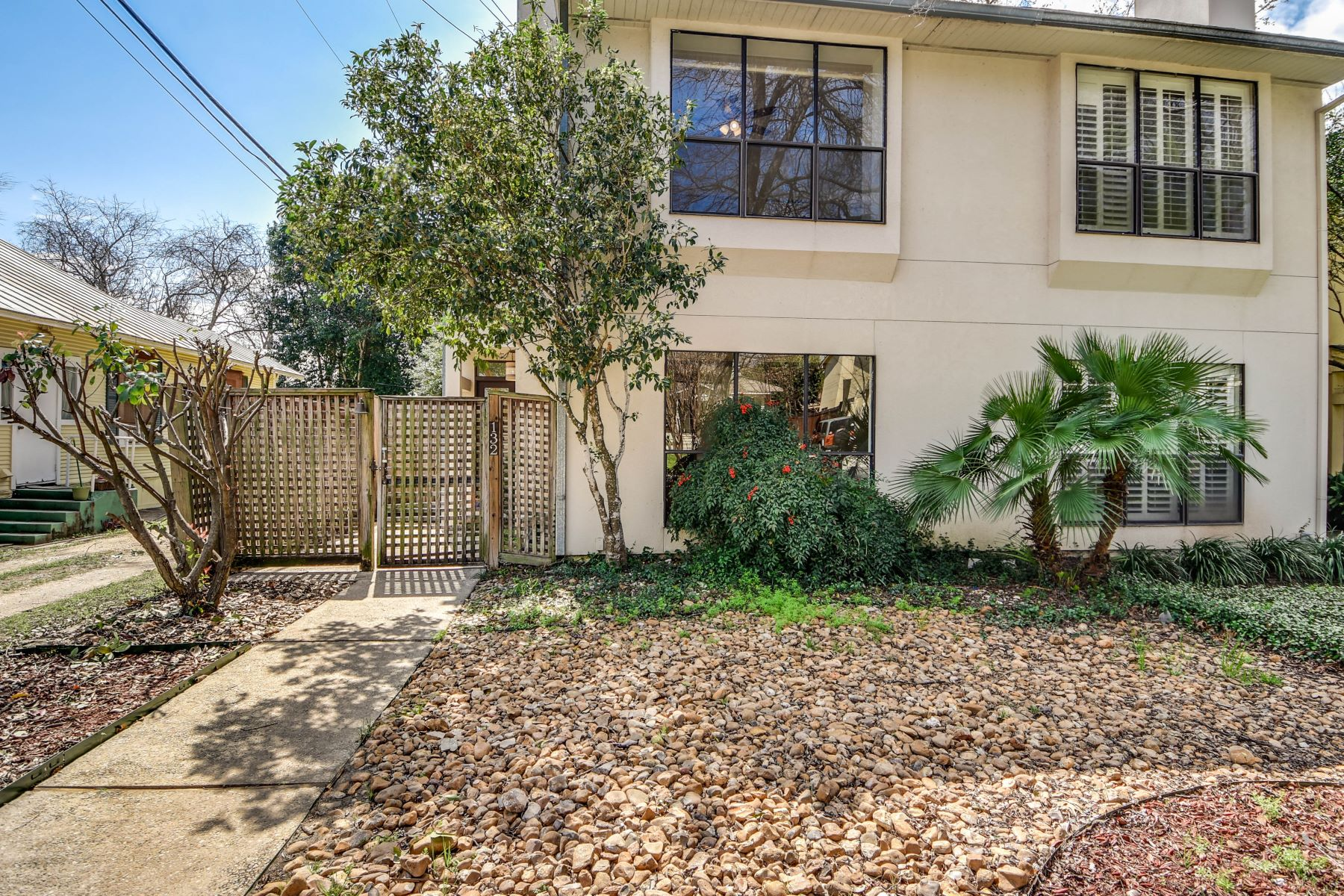 Single Family Home for Sale at Townhome in the Heart of Alamo Heights 132 Montclair Avenue San Antonio, Texas 78209 United States