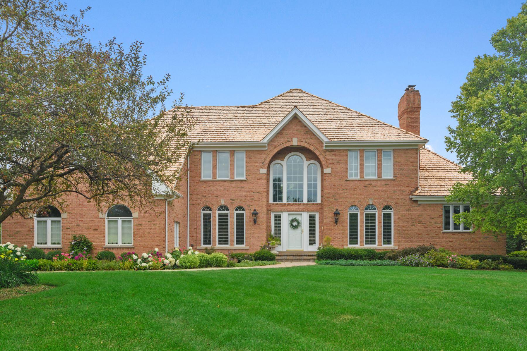 Single Family Homes para Venda às Stately Brick Retreat 115 Hillshire Drive, Inverness, Illinois 60010 Estados Unidos