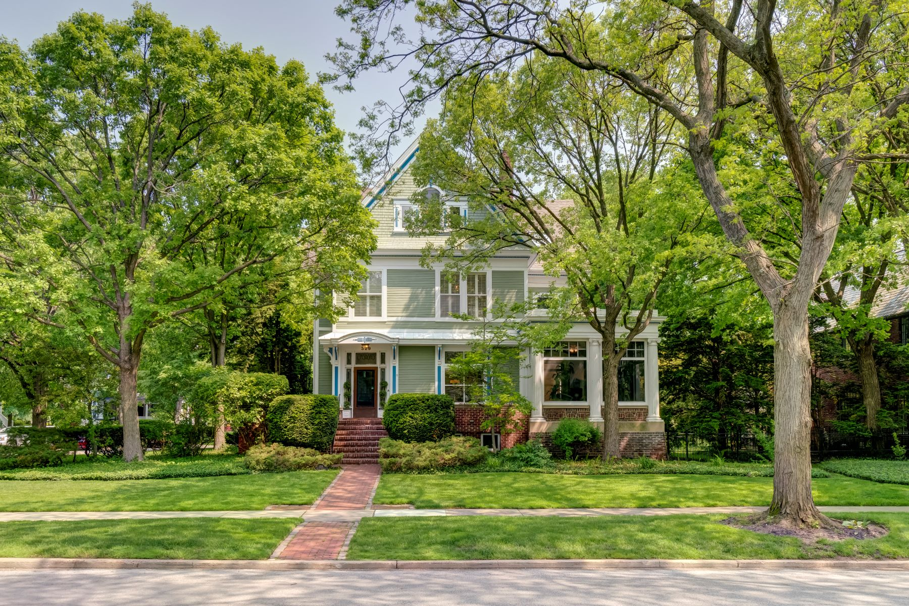 Single Family Homes for Active at Meticulously Renovated Evanston Home! 329 Lake Street Evanston, Illinois 60201 United States