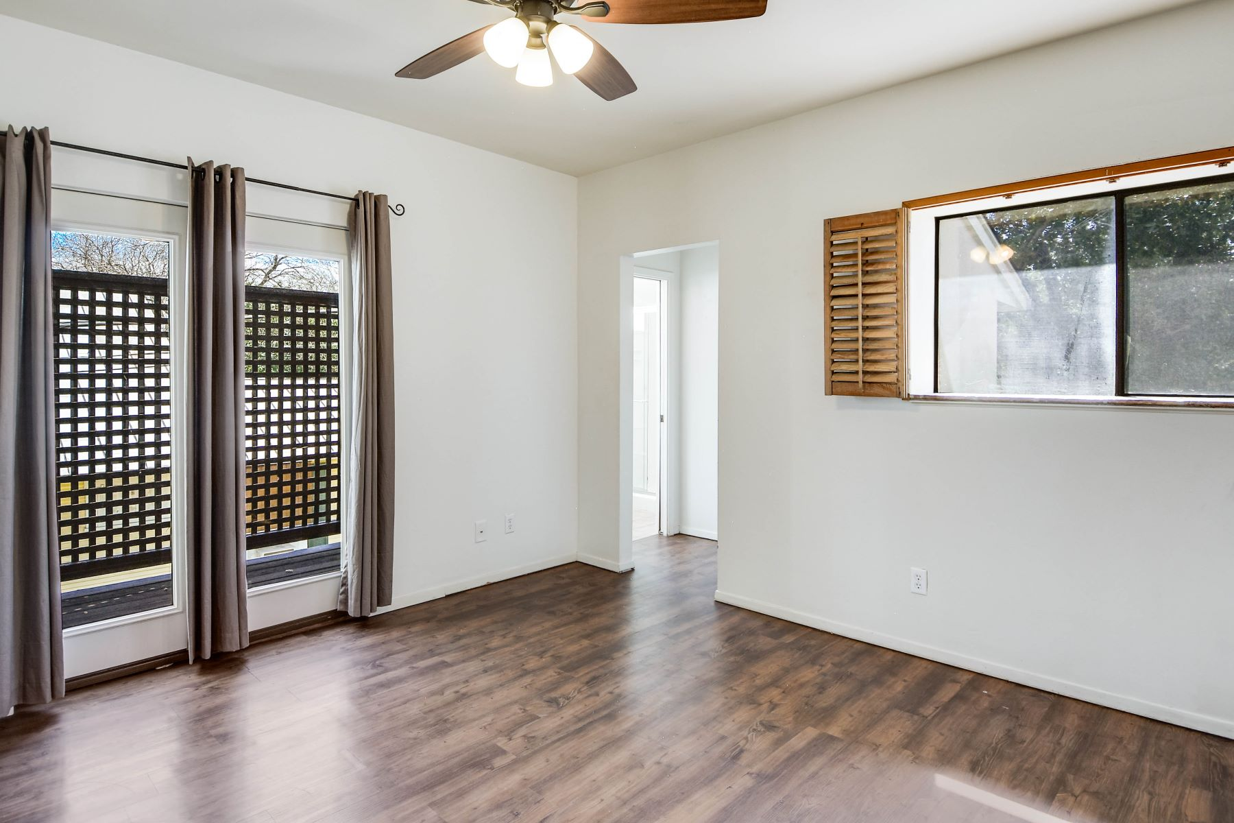 Additional photo for property listing at Townhome in the Heart of Alamo Heights 132 Montclair Avenue San Antonio, Texas 78209 United States