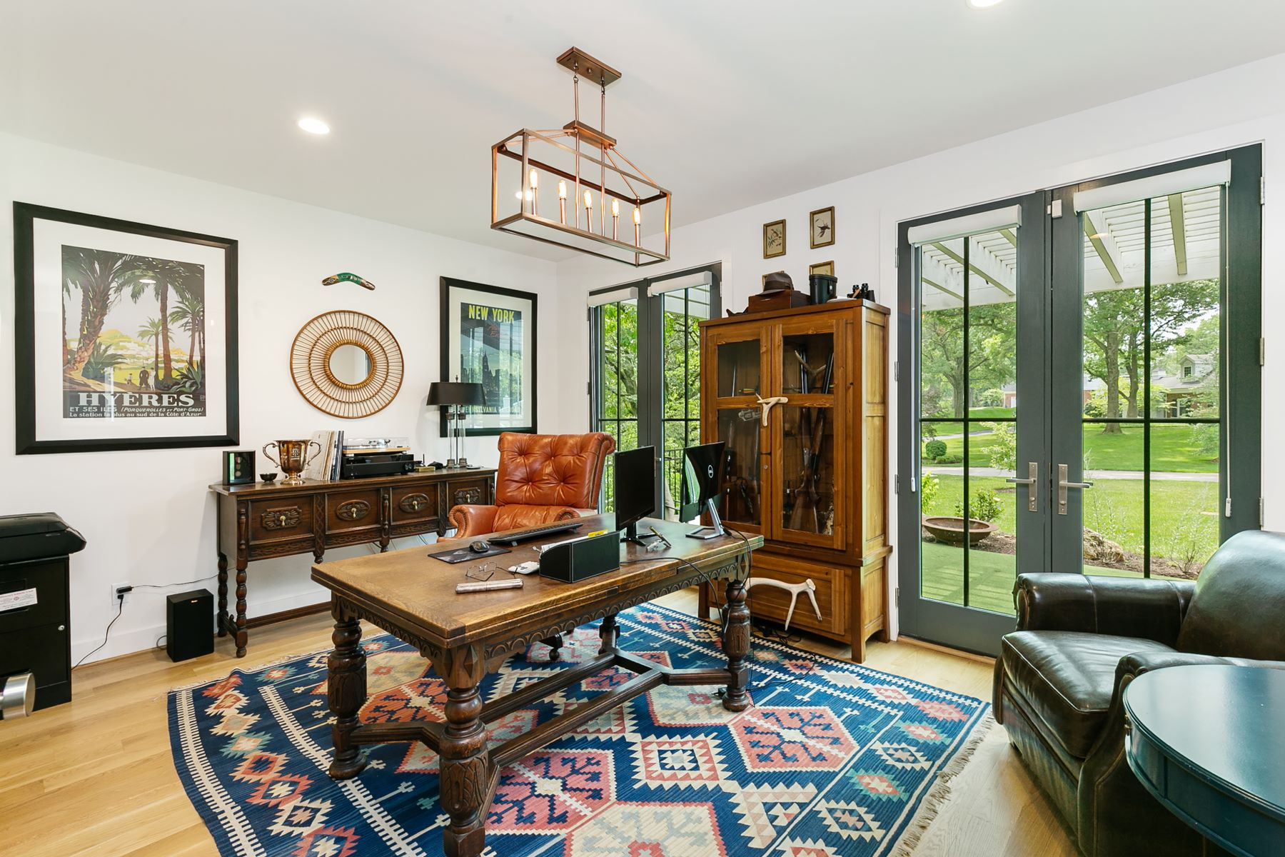 Additional photo for property listing at Modern Farmhouse Custom Built for a Life of Elegance 731 Laurel Oak Drive Frontenac, Missouri 63131 United States
