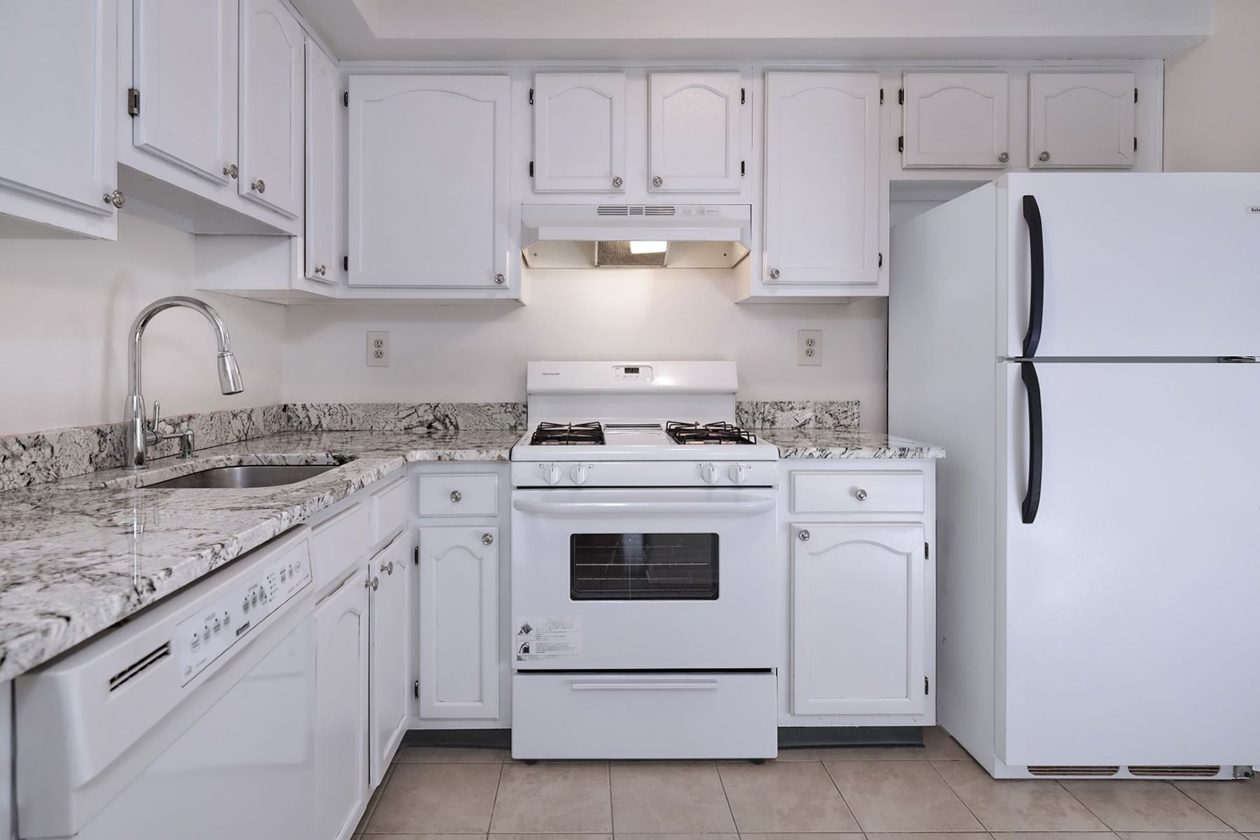 Additional photo for property listing at Come Home to Canal Pointe! 103 Claridge Court #2, Princeton, Νιου Τζερσεϋ 08540 Ηνωμένες Πολιτείες