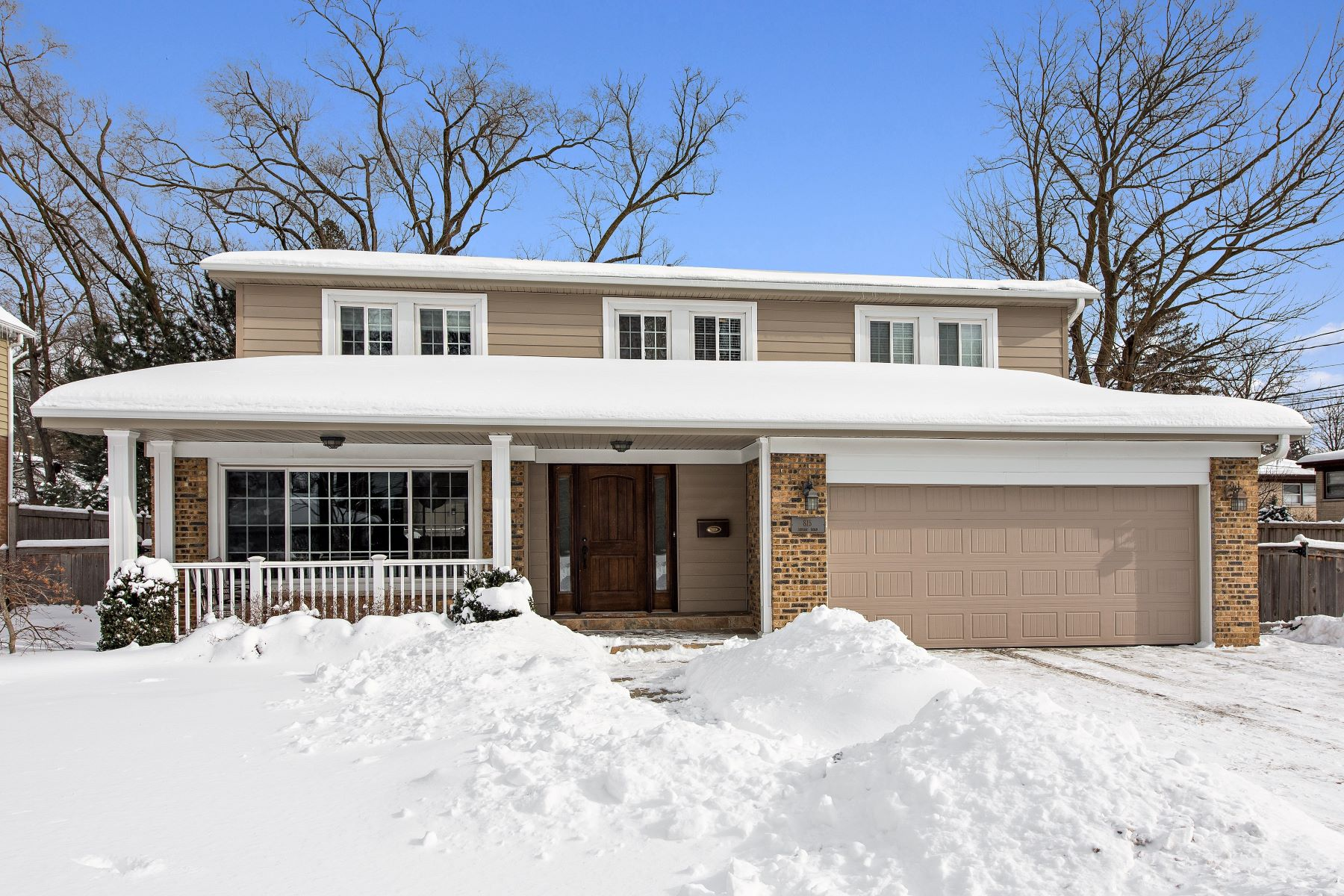 Single Family Home for Sale at Spacious Colonial 815 Indian Road Glenview, Illinois 60025 United States