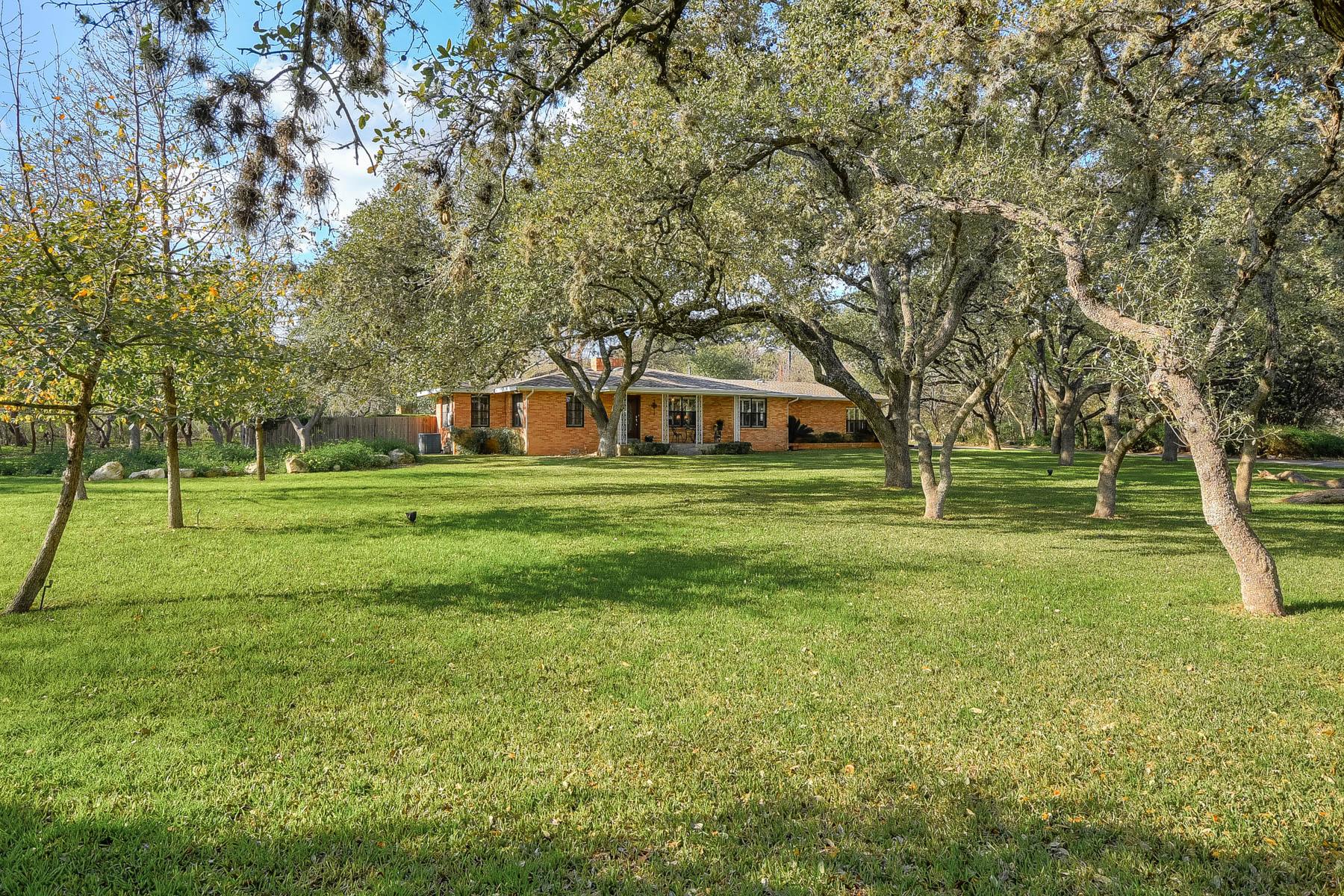 واحد منزل الأسرة للـ Sale في Cozy Single Story in Hill Country Village 109 Aspen Lane, San Antonio, Texas, 78232 United States
