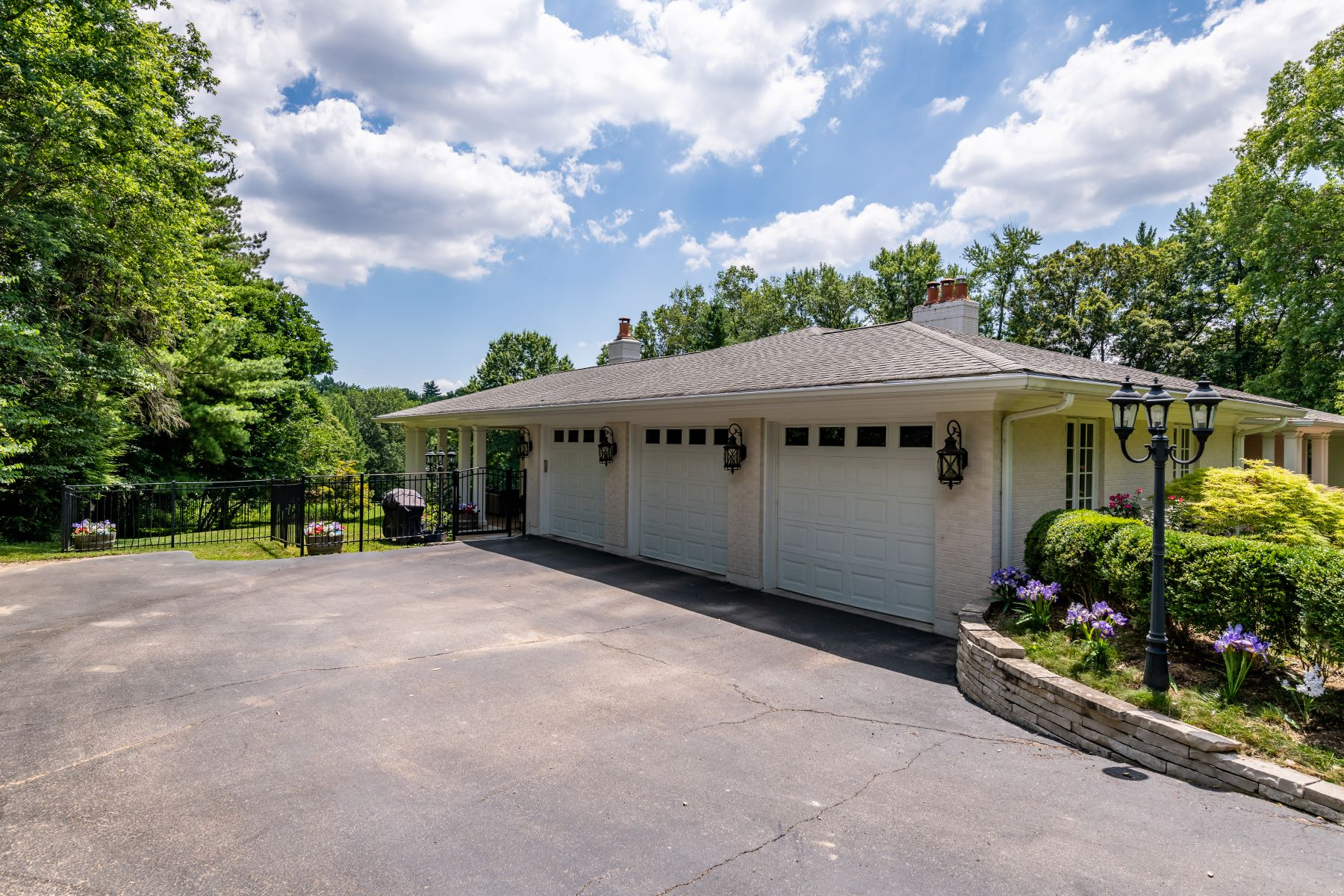 Additional photo for property listing at Exquisite Estate Nestled on over 3 Lush Acres in Ladue 16 Overbrook Drive Ladue, Missouri 63124 United States