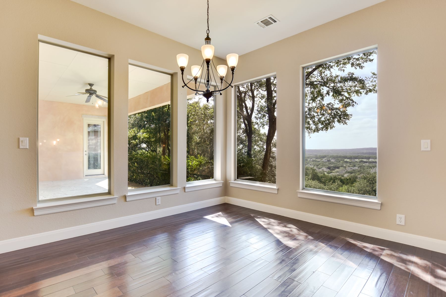 Additional photo for property listing at Private Estate in The Pinnacle 20403 Terrabianca San Antonio, Texas 78258 United States