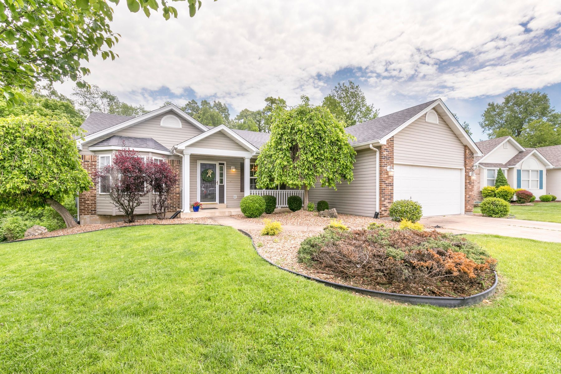 single family homes для того Продажа на 130 Butternut Stage Drive St. Peters, Миссури 63376 Соединенные Штаты