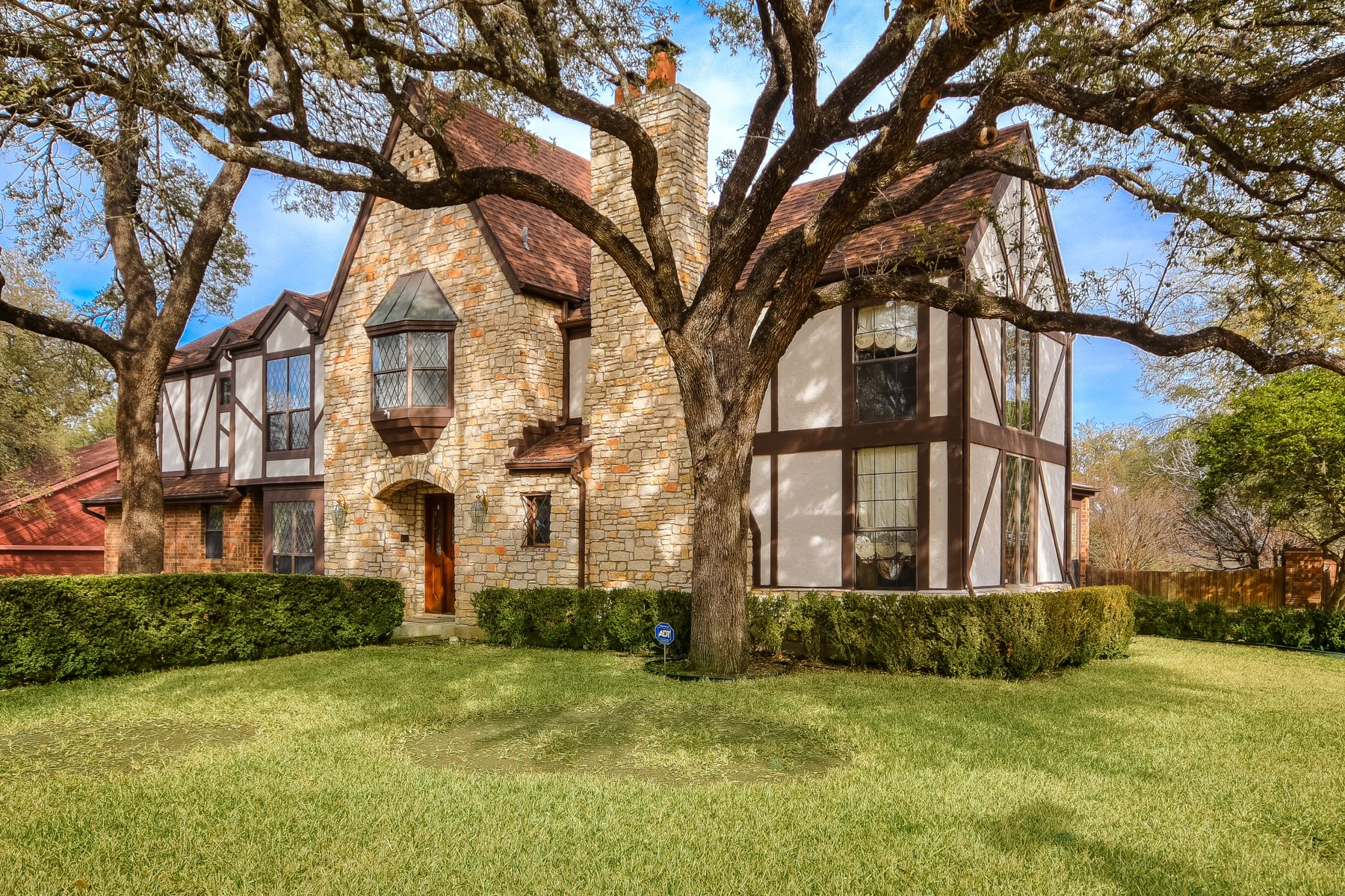 Single Family Home for Sale at Great Family Home in Eanes ISD 1215 Wilderness Drive Austin, Texas 78746 United States