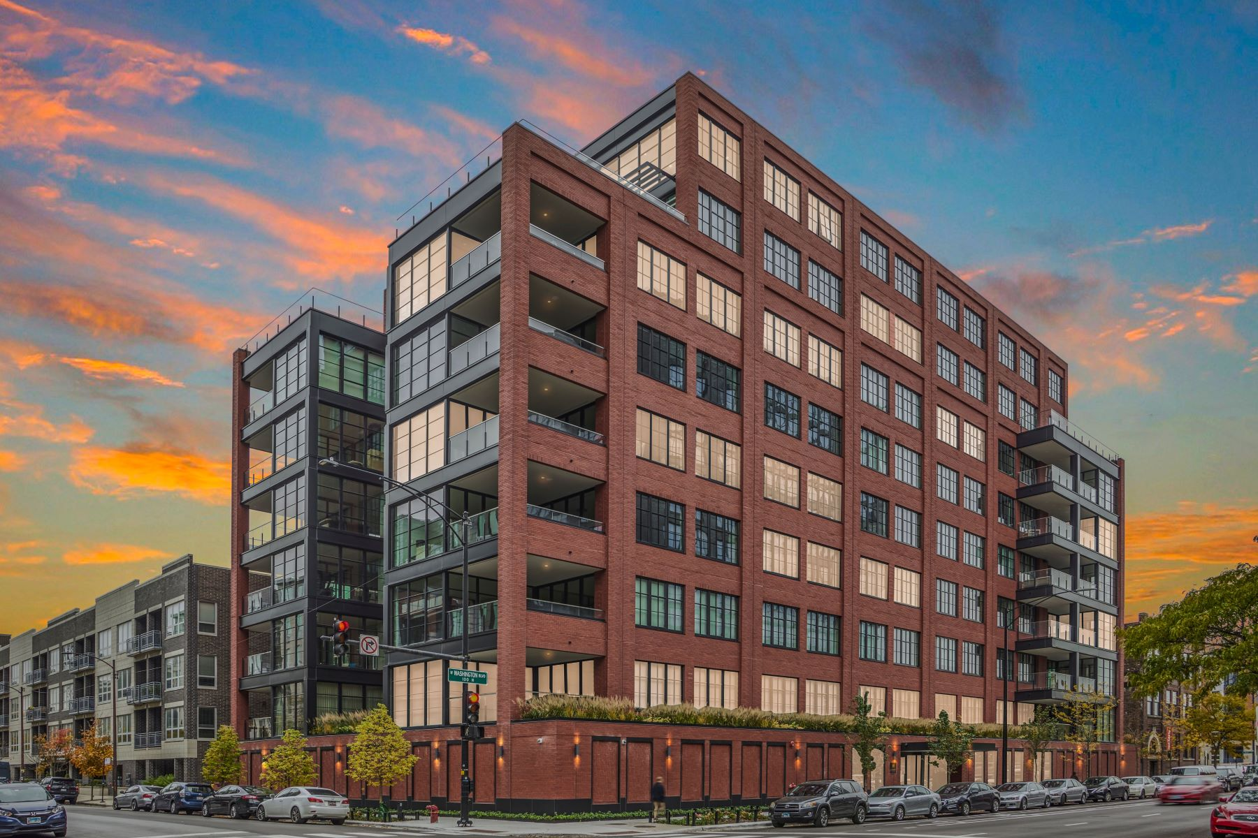Condominiums for Active at The Only Available Re-sale in Highly Sought After Hayden Building 1109 W Washington Boulevard Unit 5D Chicago, Illinois 60607 United States