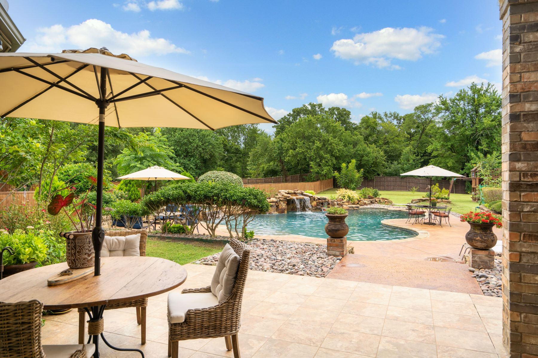 Single Family Homes for Sale at Luxurious Custom Southlake Home 1109 Bay Meadows Drive Southlake, Texas 76092 United States