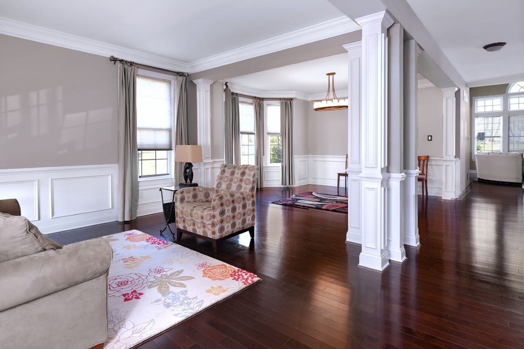Additional photo for property listing at This Lambert's Hill End-Unit Is Big On Space And Style 622 Heath Court, Lambertville, New Jersey 08530 United States