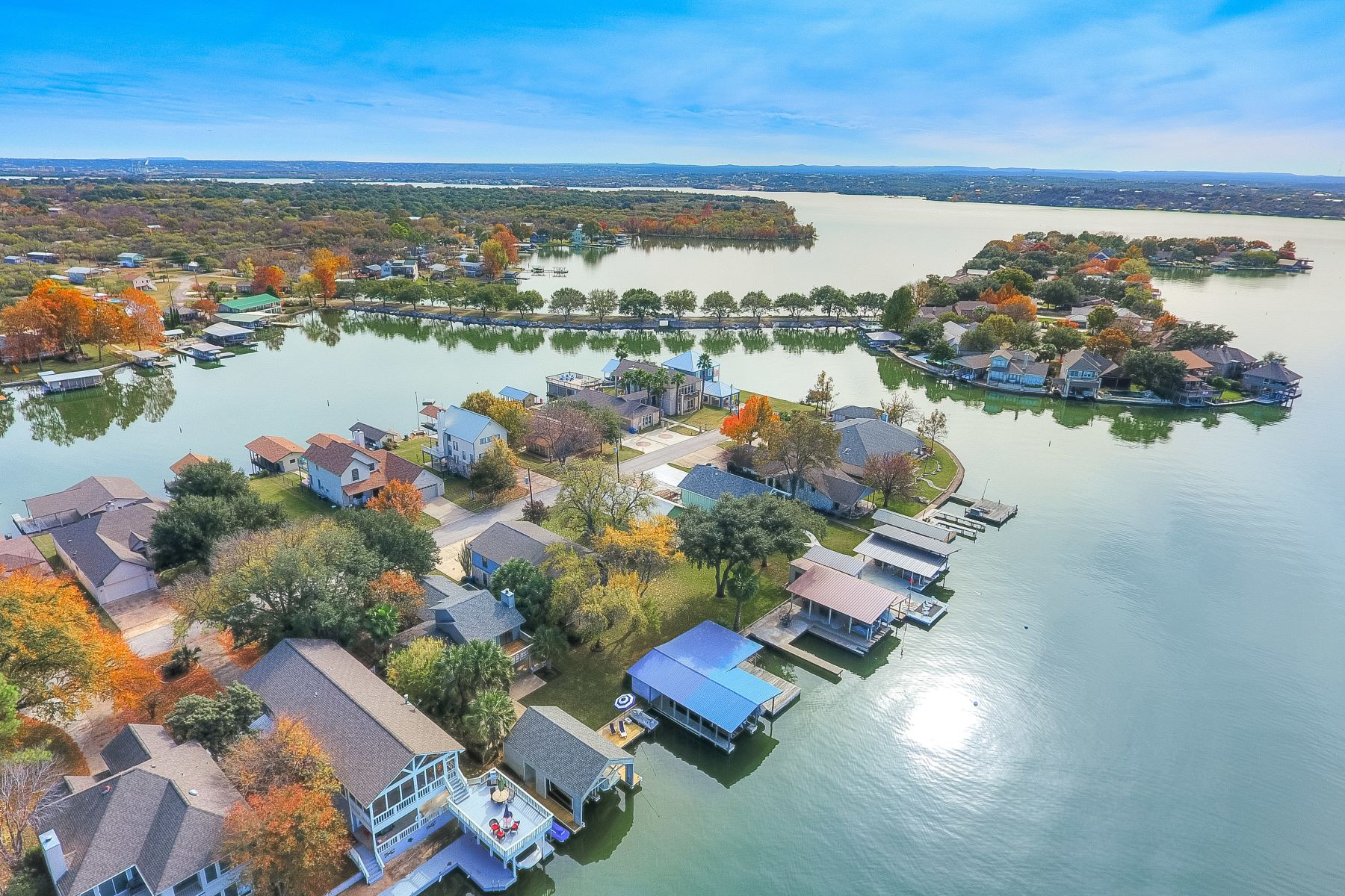 Maison unifamiliale pour l Vente à Ultimate Lake LBJ Retreat 130 Web Isle Drive, Marble Falls, Texas, 78654 États-Unis