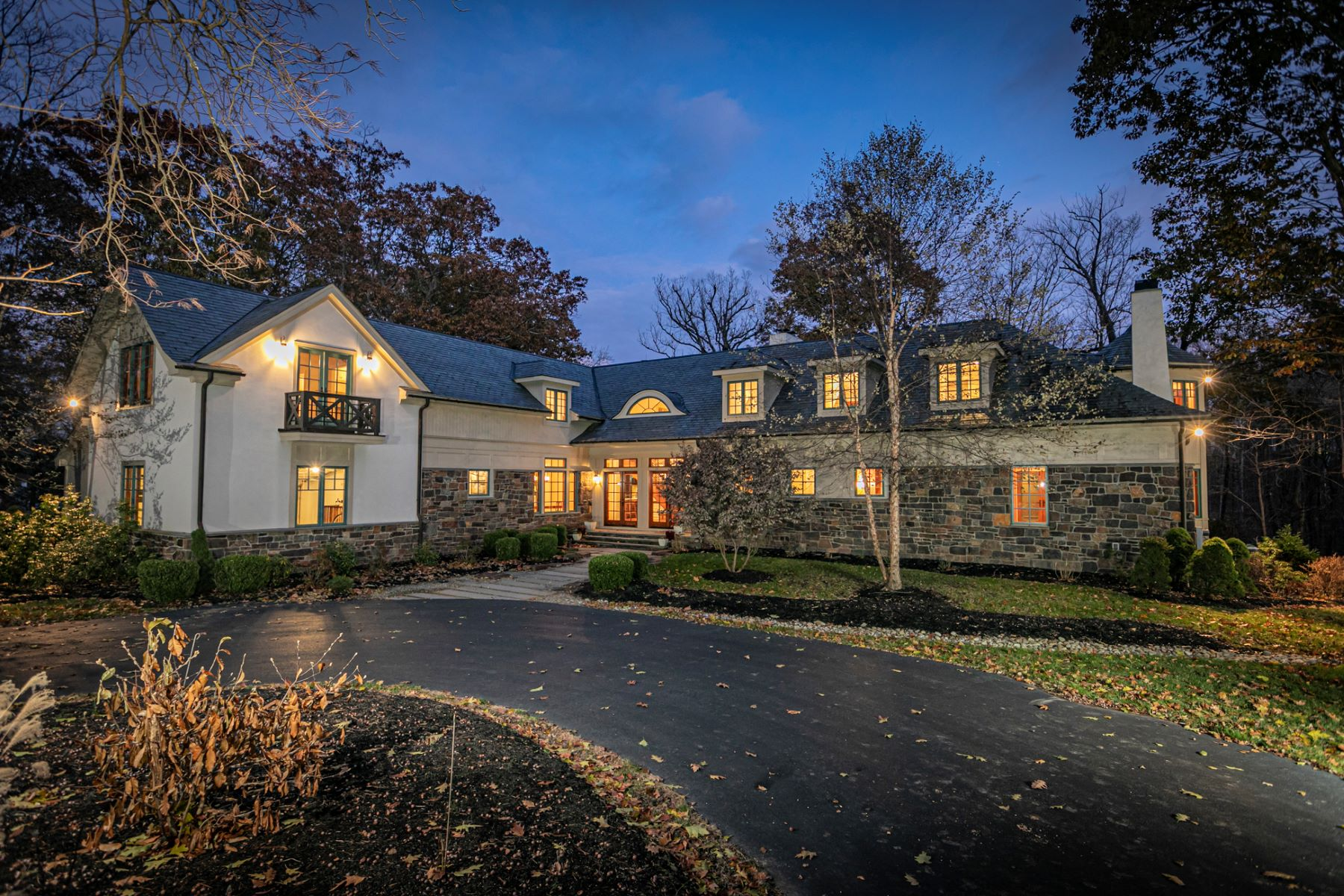 Single Family Homes для того Продажа на Luxury Home Perched Above Stoney Brook 37 Stoney Brook Lane, Princeton, Нью-Джерси 08540 Соединенные Штаты