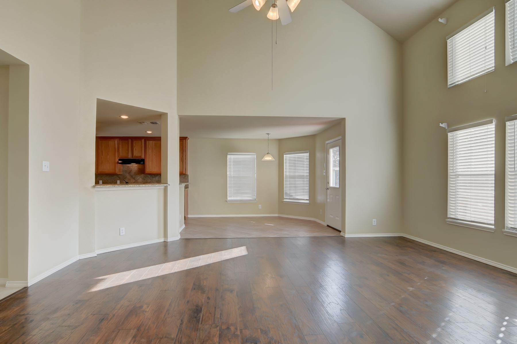Additional photo for property listing at Pristine Home in Trinity Oaks 2702 Glenbrook Way San Antonio, Texas 78261 United States