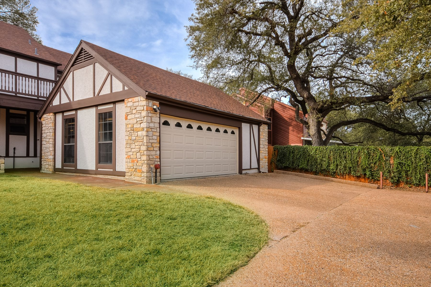 Additional photo for property listing at Great Family Home in Eanes ISD 1215 Wilderness Drive Austin, Texas 78746 United States