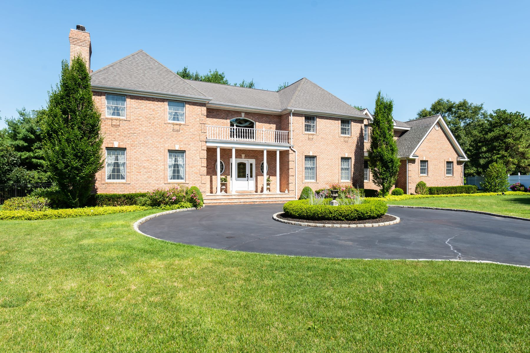 Single Family Homes 為 出售 在 23 Alley Pond Court, Dix Hills, Ny, 11746 Dix Hills, 纽约 11746 美國