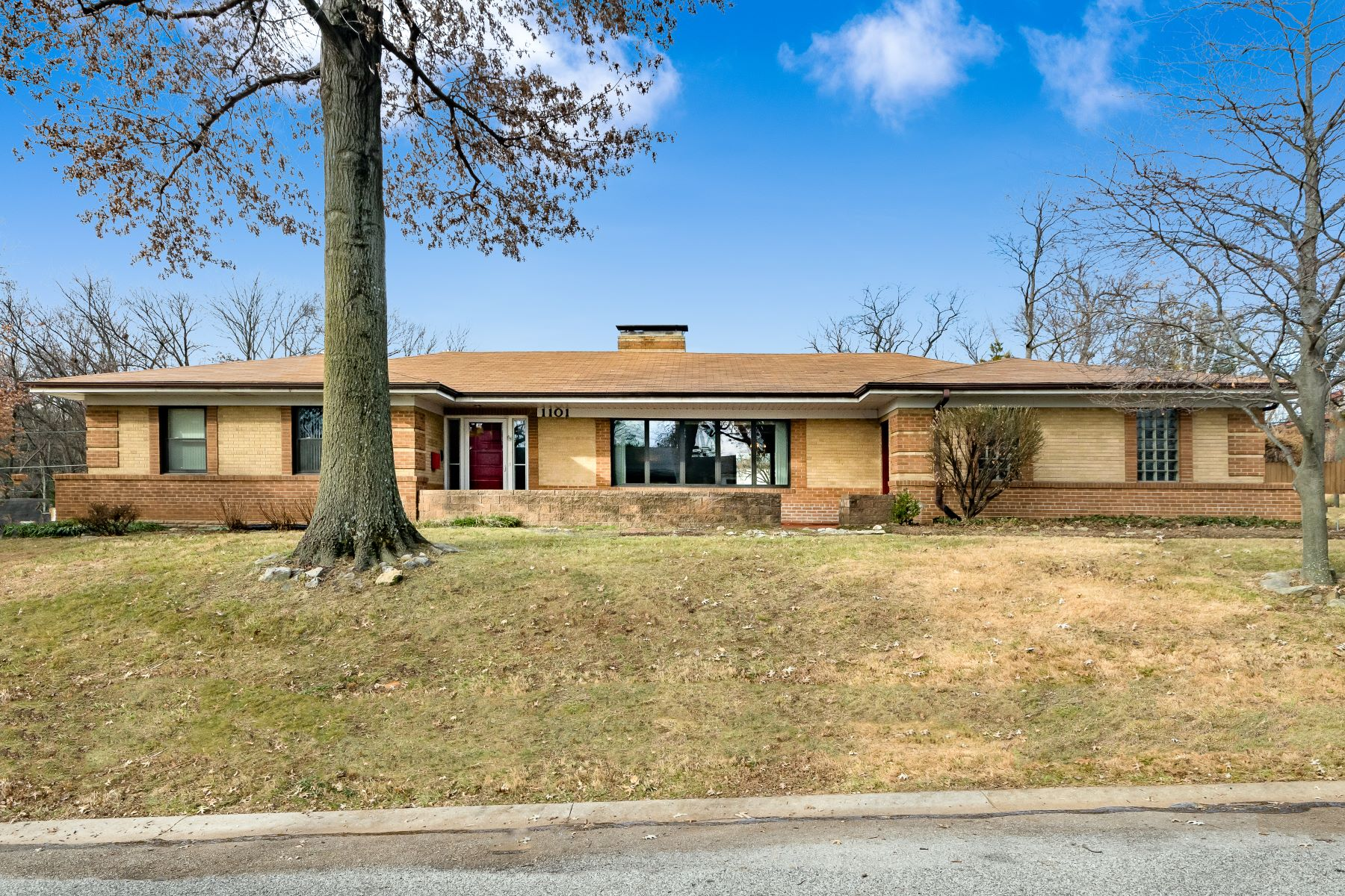 Single Family Homes for Sale at Surrey Hills Drive Ranch 1101 Surrey Hills Drive Richmond Heights, Missouri 63117 United States