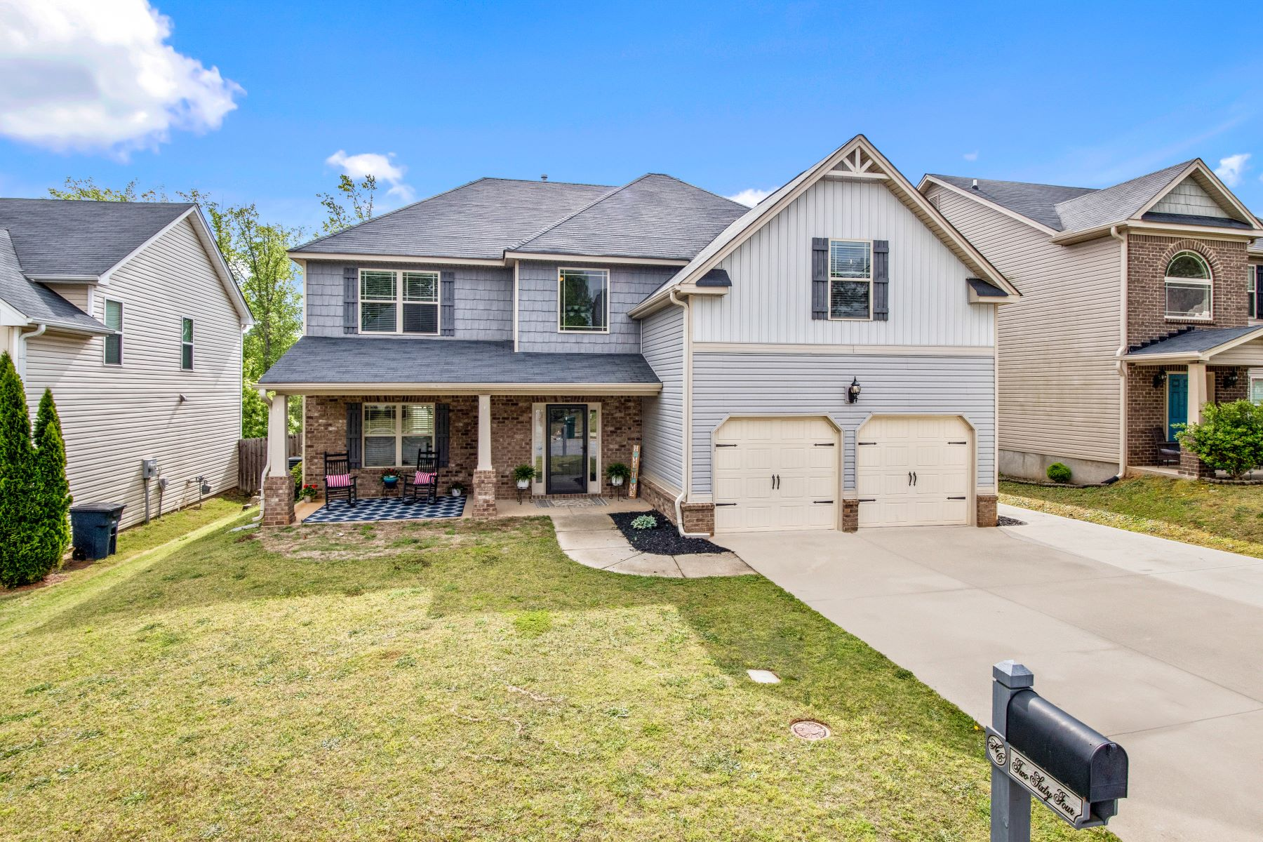 Single Family Homes for Sale at 264 Oak Branch Drive, Simpsonville, SC 29681 264 Oak Branch Drive Simpsonville, South Carolina 29681 United States