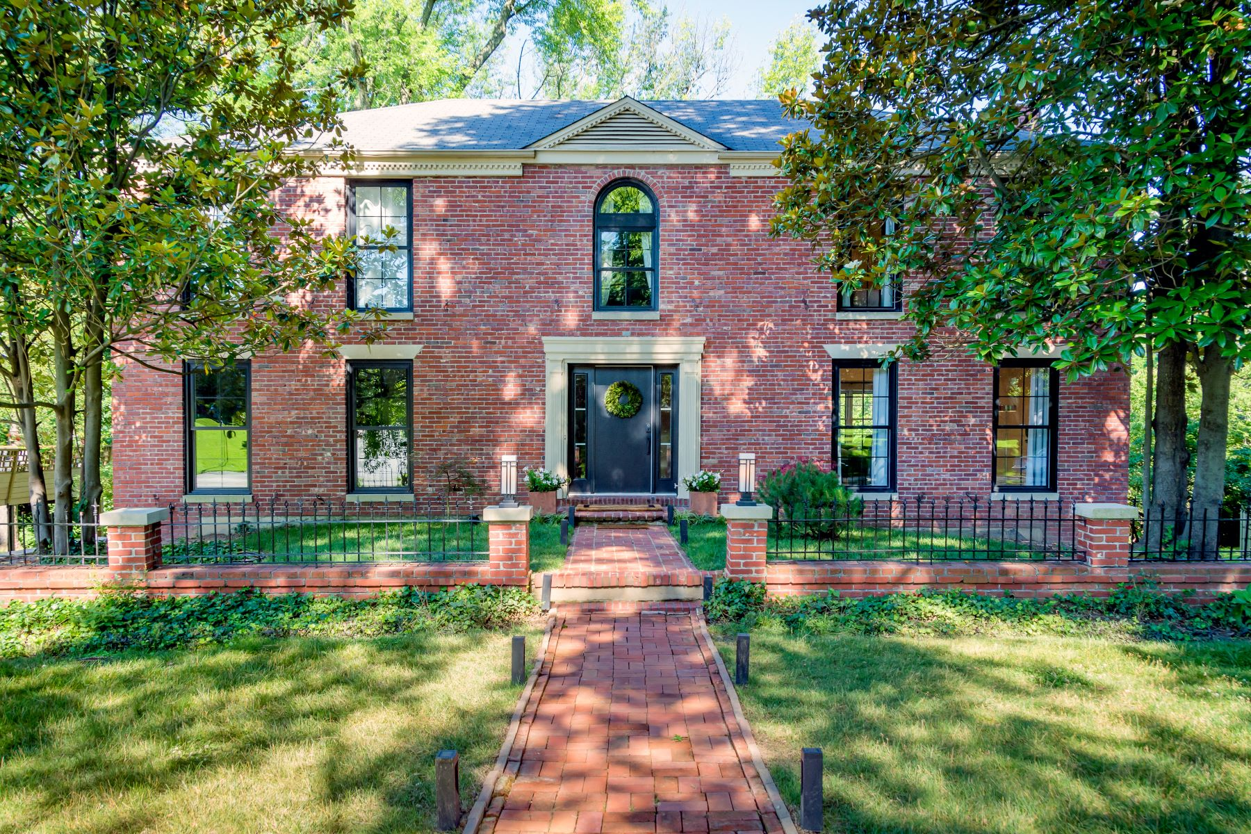 Property for Sale at Classic Yet Modern 2-Story in Beautiful Ladue 43 Granada Way Ladue, Missouri 63124 United States
