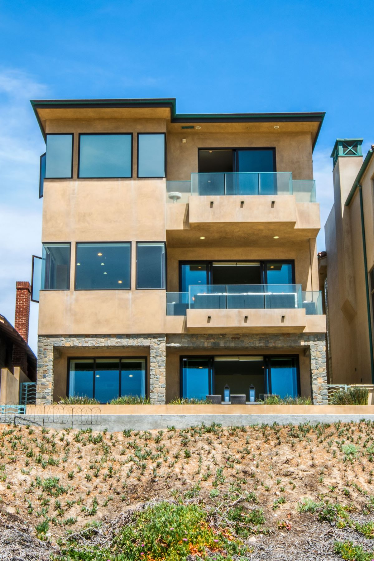 Multi-Family Homes for Active at 1804 The Strand, Manhattan Beach, CA 90266 1804 The Strand Manhattan Beach, California 90266 United States