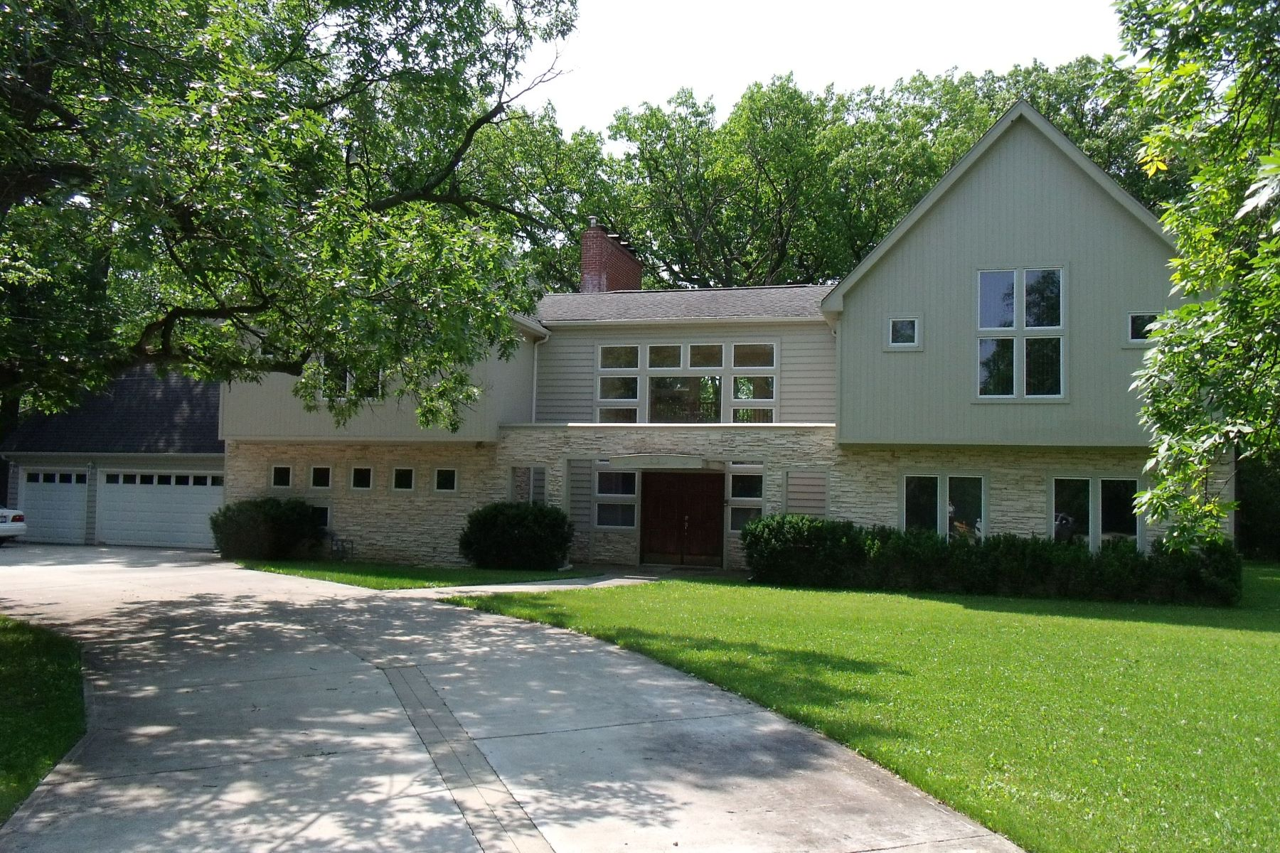 Single Family Homes for Active at Custom Built 919 Northwoods Road Deerfield, Illinois 60015 United States