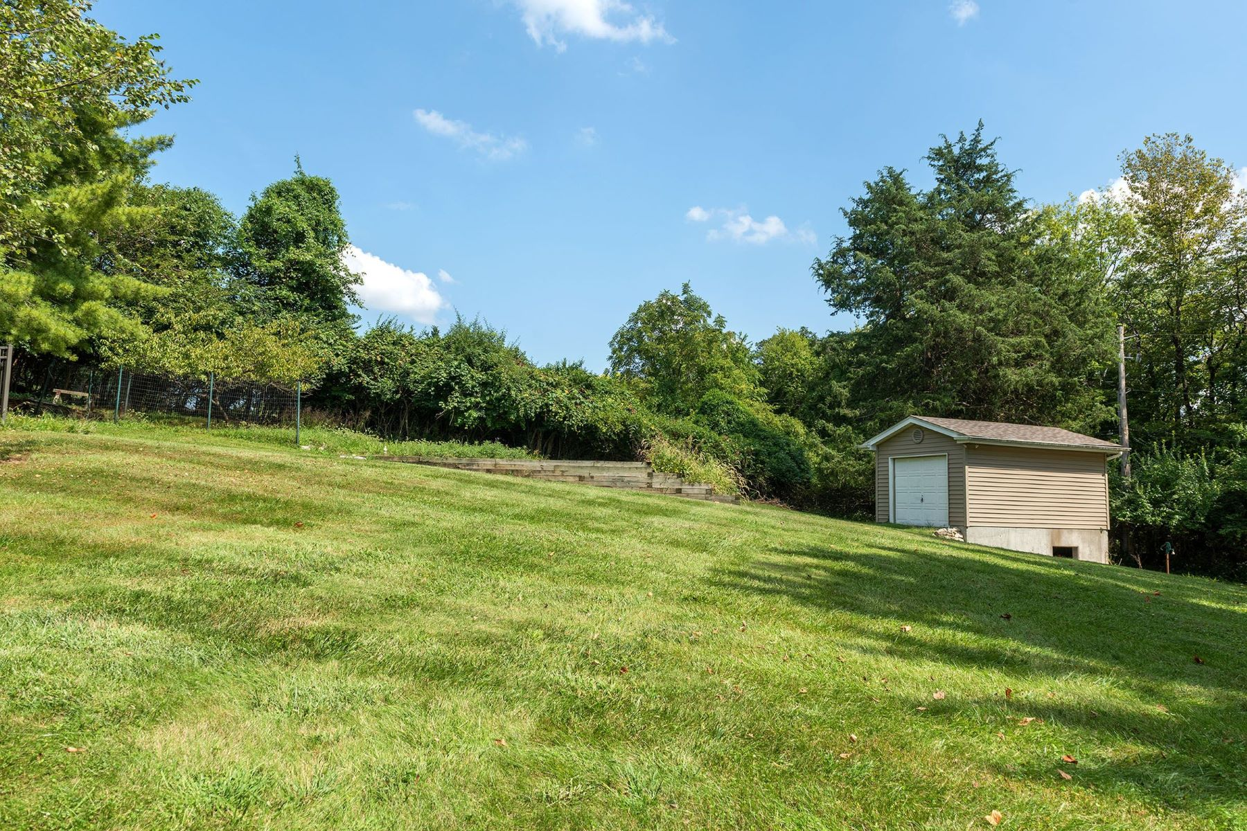 Additional photo for property listing at A Sanctuary That Will Enchant You 14880 Sugarwood Trail Drive Chesterfield, Missouri 63017 United States