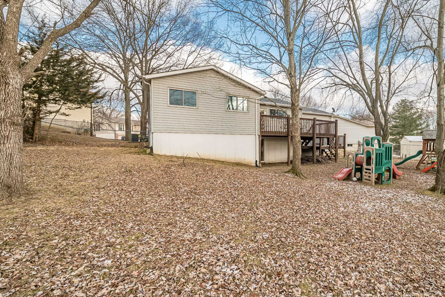 Additional photo for property listing at Walk to Laurel Park! 27 Sugar Leaf Drive St. Peters, Missouri 63376 United States