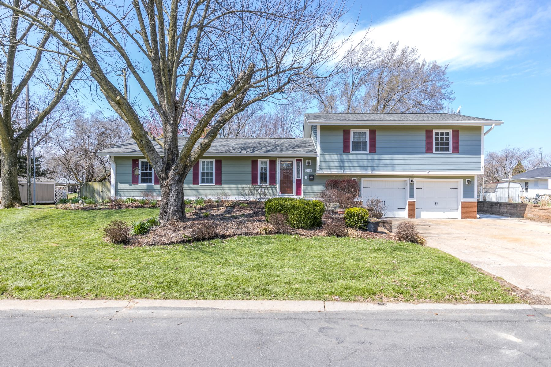 Single Family Home for Sale at 3145 Lansing Drive, Saint Ann, MO 63074 3145 Lansing Drive St. Ann, Missouri 63074 United States