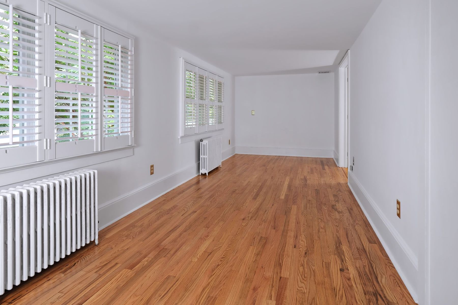 Additional photo for property listing at A Delightful Home Near Kunkel Park 111 King George Road, Pennington, New Jersey 08534 United States